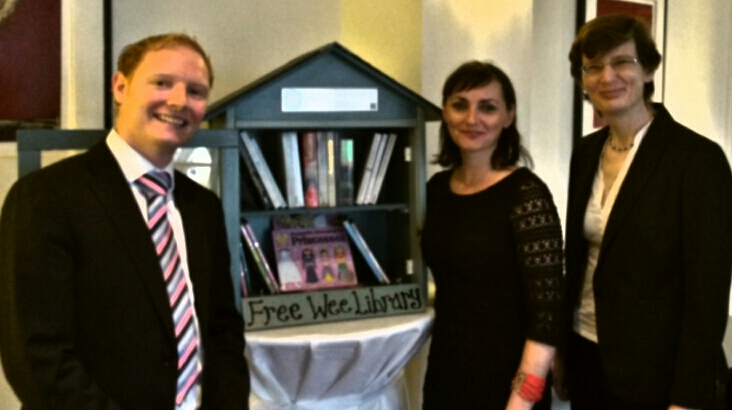 Manager of Sandymount Hotel, Gerard Loughran, Geraldine Timlin, Free Wee Library Project and Ruth Cooper, Green Team Co-ordinator Sandymount Hotel. (8.10.14)