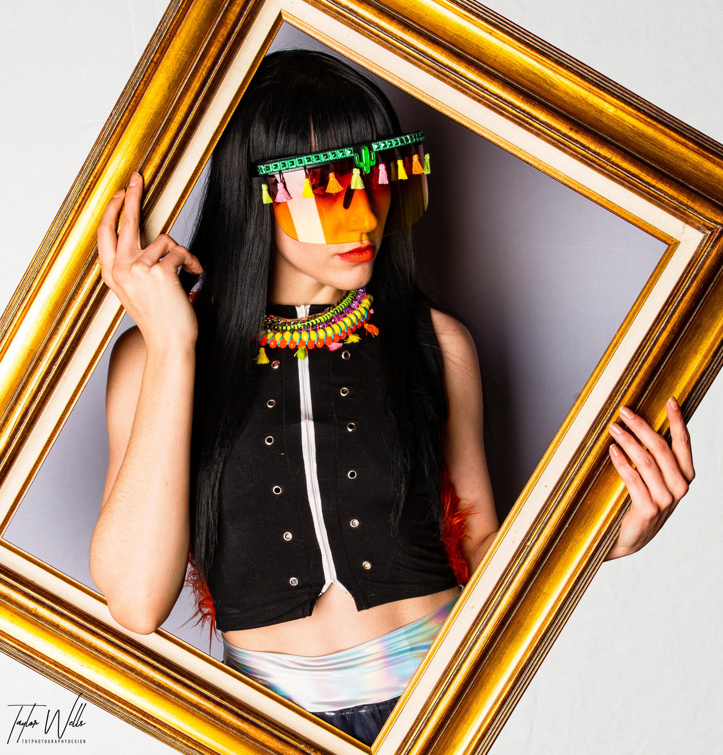 SpectraCOvibesV3_AmandaBrookeStyles_iLitDesigns_KatDogCouture_TDTphotographyDesign_FloatingFrame0-30.jpg