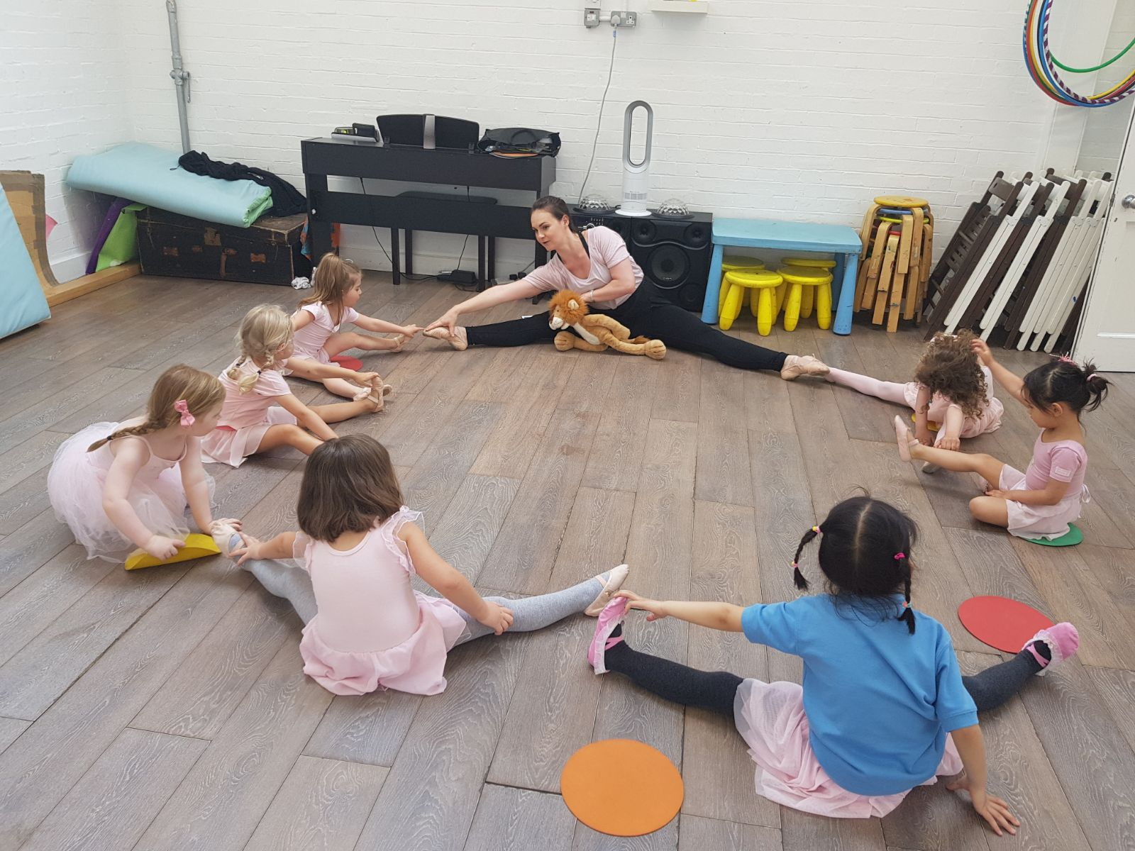 Ballet - Primary level is structured much more like a grown up ballet class with steps that increase in speed and elevation and a dance to be performed at the end.The children learn the Royal Academy of Dance syllabus in small chunks, building up to a class performance exam. Ages 3-5.OFFERED: Tuesdays at 15:45and Saturday 9:00 - 9:30.SIGN UP: You can trial the class for £12.90 click here.INSTRUCTOR: Laura