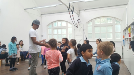 Street Dance for 4-6 yrs old - Learn the coolest moves in town and have fun with Cesa Zuniga! Cesa is a professional street dance instructor and performer from New York City. OFFERED: Thursdays at 16:15SIGN UP: You can trial the class for £12.90 click here.INSTRUCTOR: Cesa