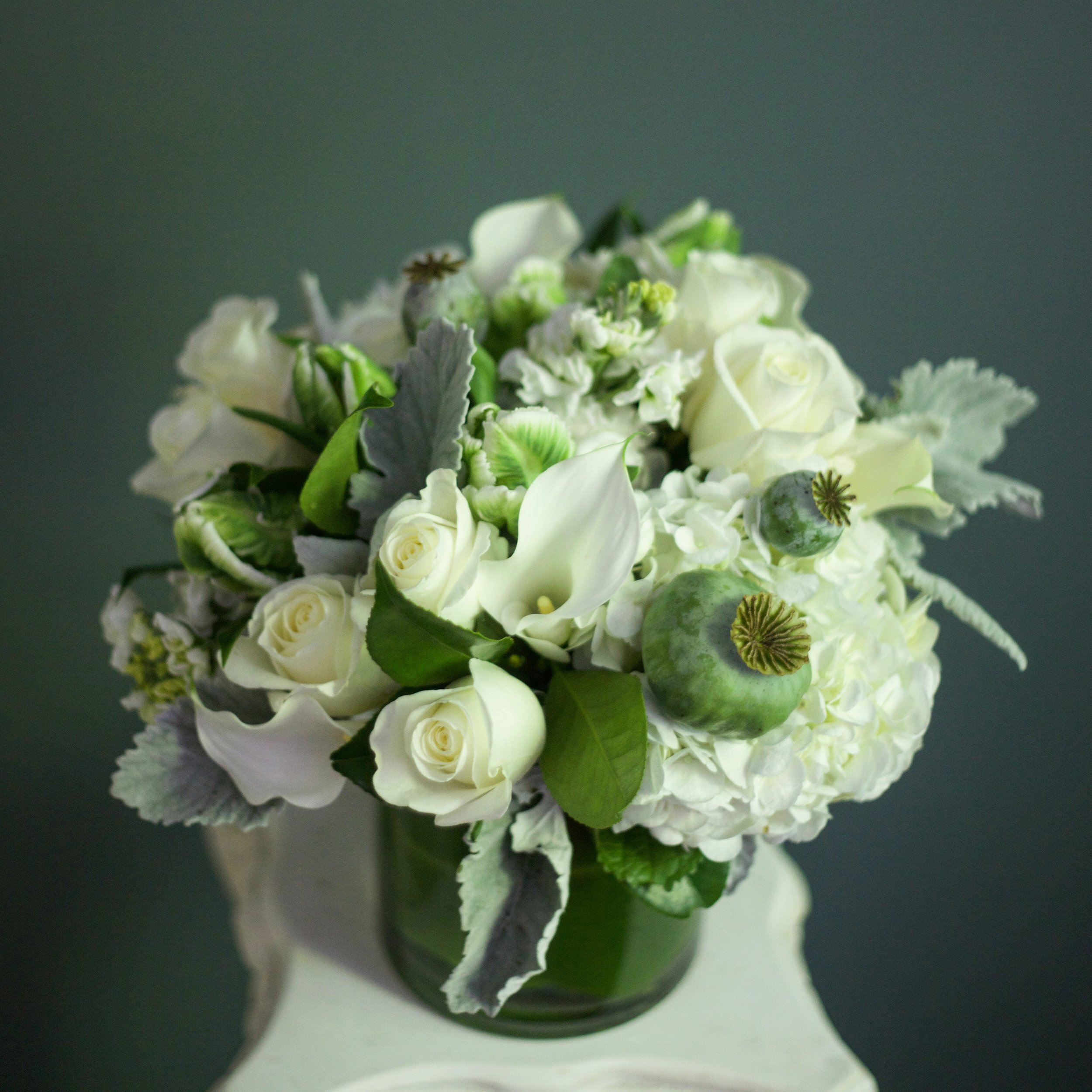 LOW MOUNDED CENTERPIECES ARE CLASSIC AND FUNCTIONAL