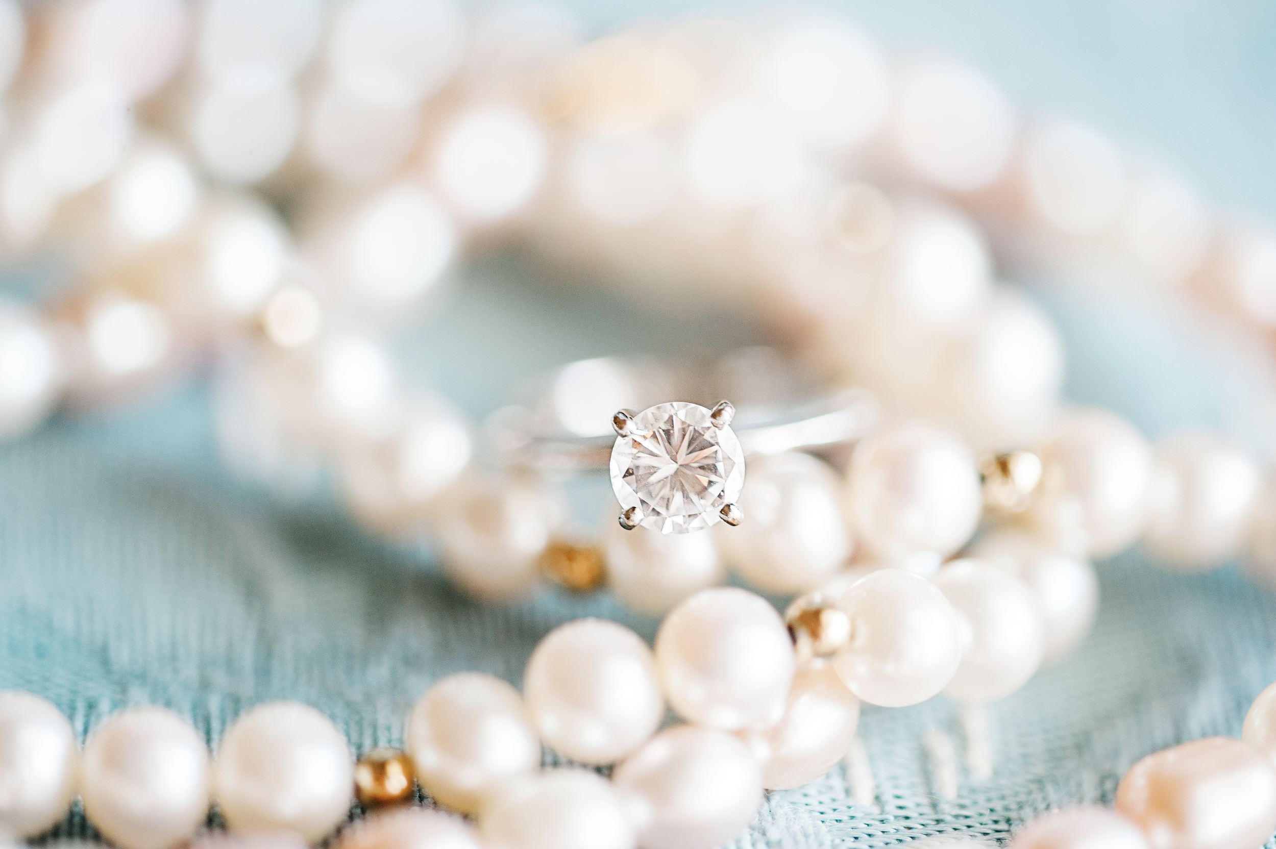 weddinginspirationtheweddingringandpearls