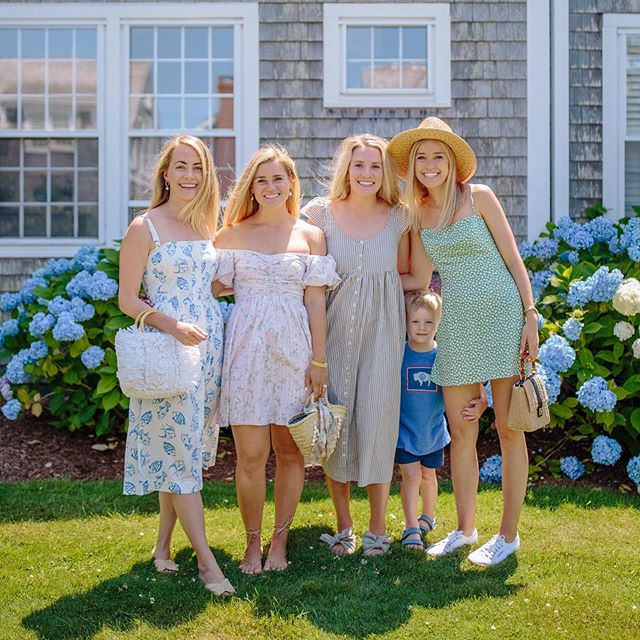 William & the girls in Nantucket last week 💛 #takemeback