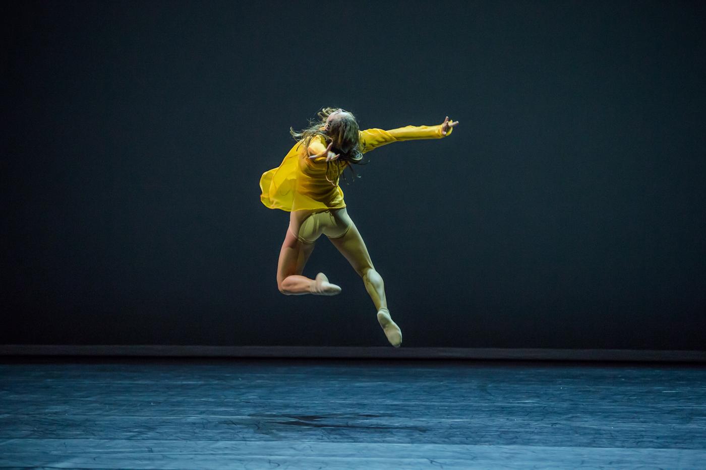sydney dance company dancer,chloe leong - photo by peter greig