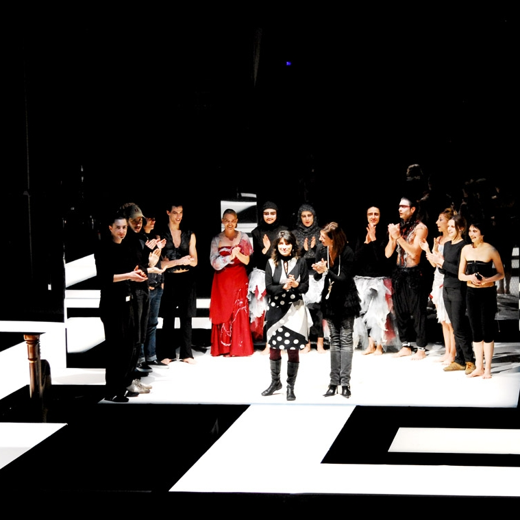 Filo d'Arianna - set and costumewritten and directed by CRISTINA ALAIMO  with Argit Butzke Caldura, Silvia Piovan and Federico Costanza Festival Wintermezzo, Theater of Bolzano, Italy 2007