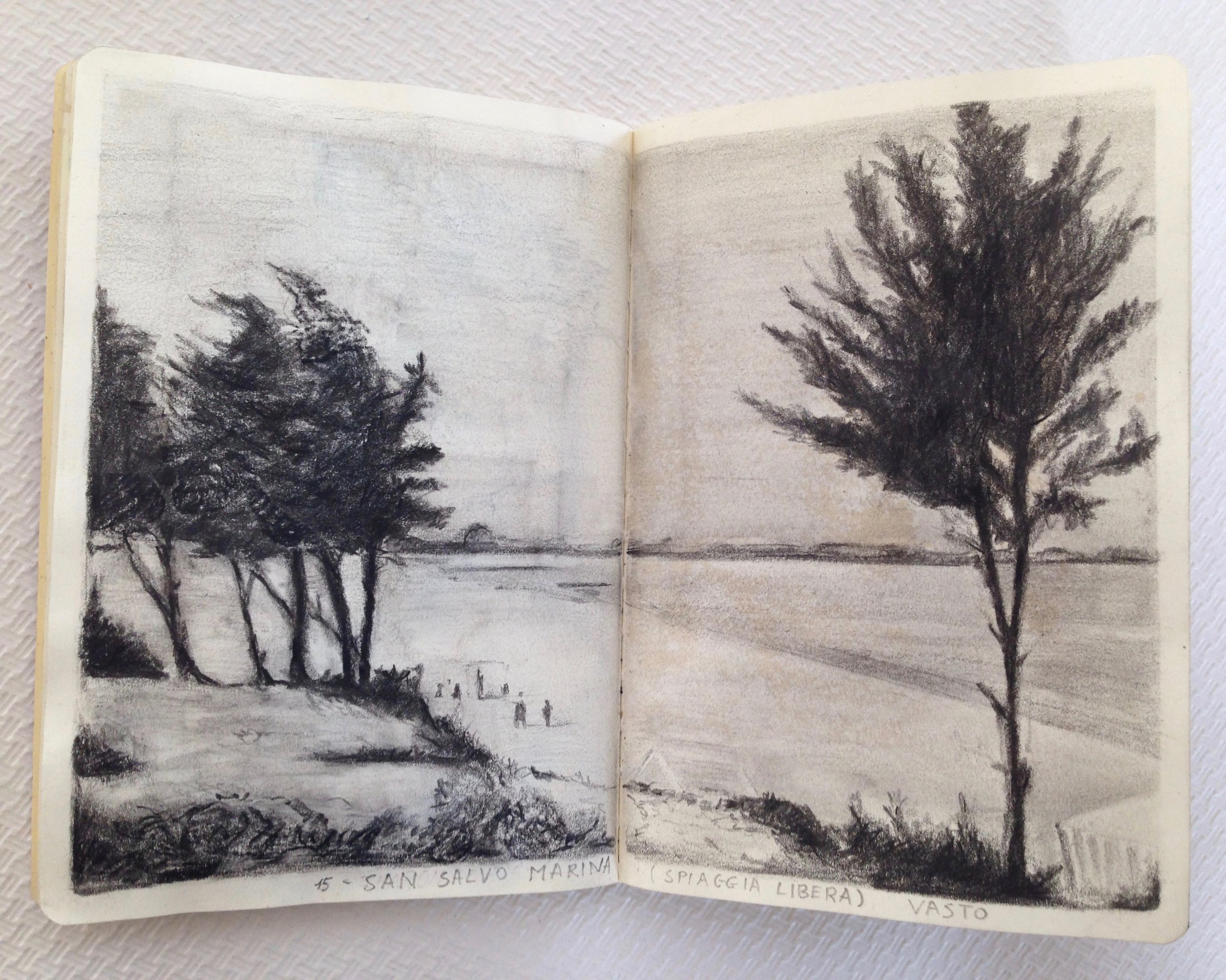 passeggiata silenziosa - pencil drawingpersonal project during the workshop with J. Consejo2017