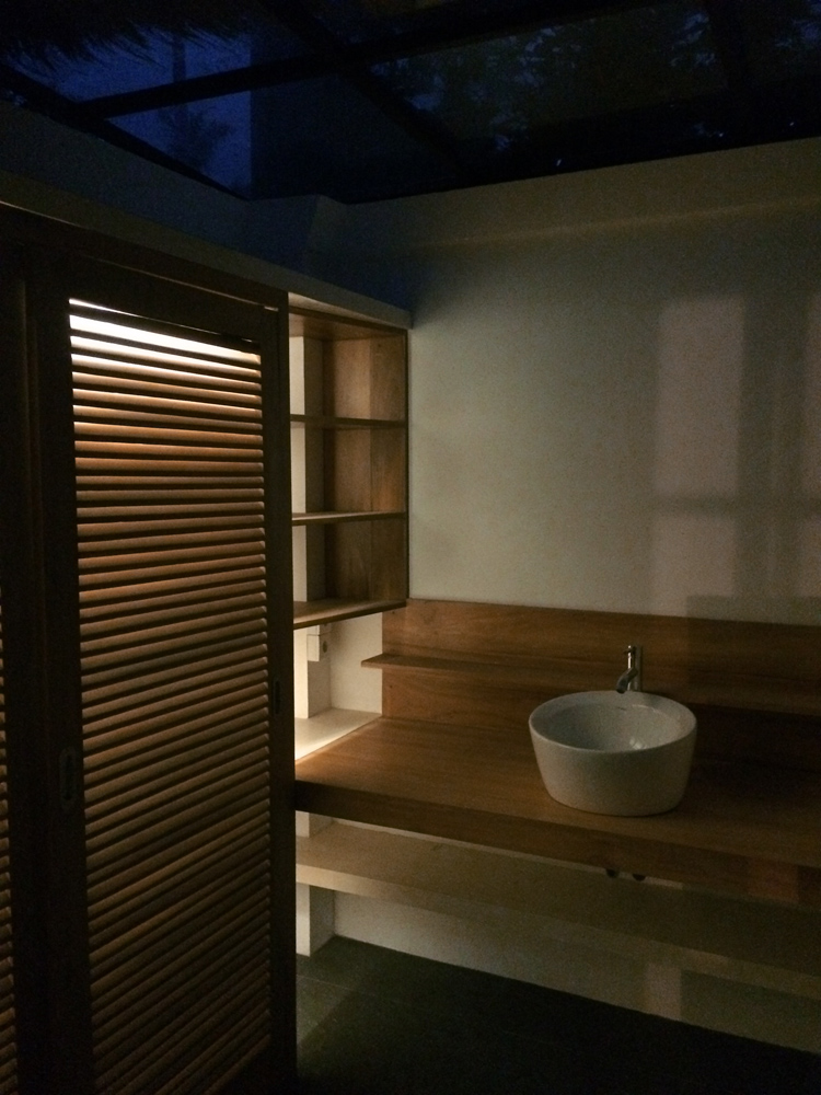 bathroom rezal night.jpg