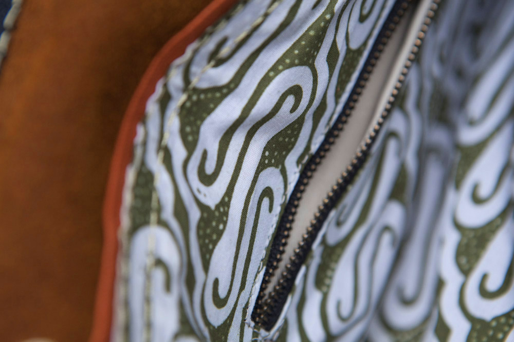 batik-tas-bali-women-travel.jpg