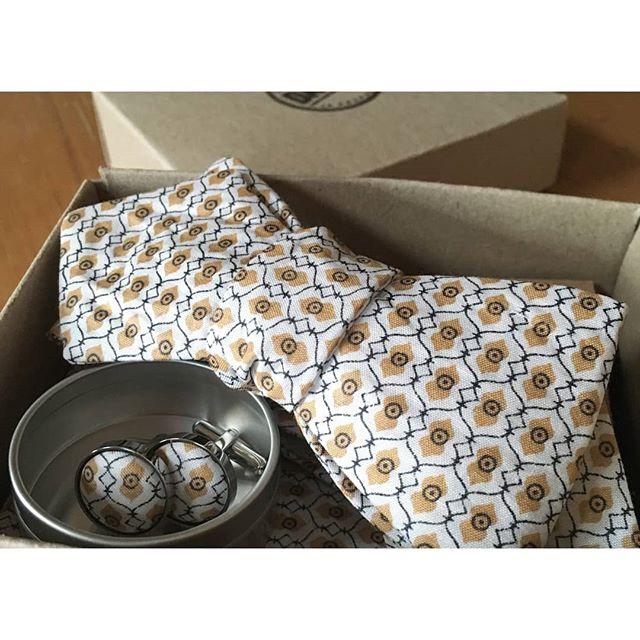 A Madras in slim cut ready to go to its new home. Still one of our favourite fabrics. 👌🏻 . . . . . #bowties #fathersday #dapper  #handmadebowties #70sstyle #etsywedding #handmadewedding #melbournedesign #melbournewedding #groomfashion #menstyle