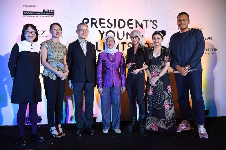 "President Halimah Yacob with (from left) Debbie Ding, Yanyun Chen, Singapore Art Museum chairman Edmund Cheng, Weixin Quek Chong, Zarina Muhammad and Hilmi Johandi at the ceremony last night. The jury panel said the installation by Chong, who won the Grand Prize, ""stood out for its command of space and material, and the fluidity with which she executed her concept"".ST PHOTO: DESMOND FOO"
