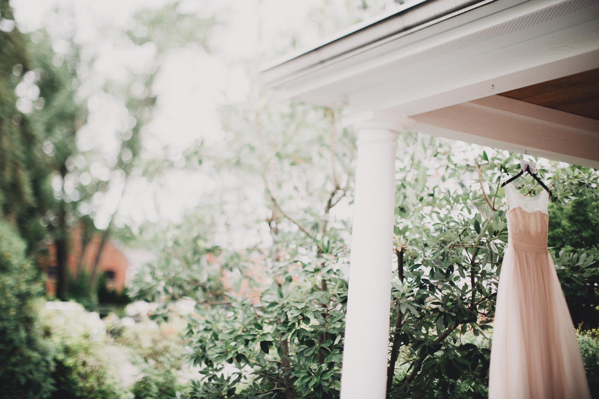 Emily-Eddie-Cincinnati-Rennaissance-Hotel-Wedding-010@2x.jpg