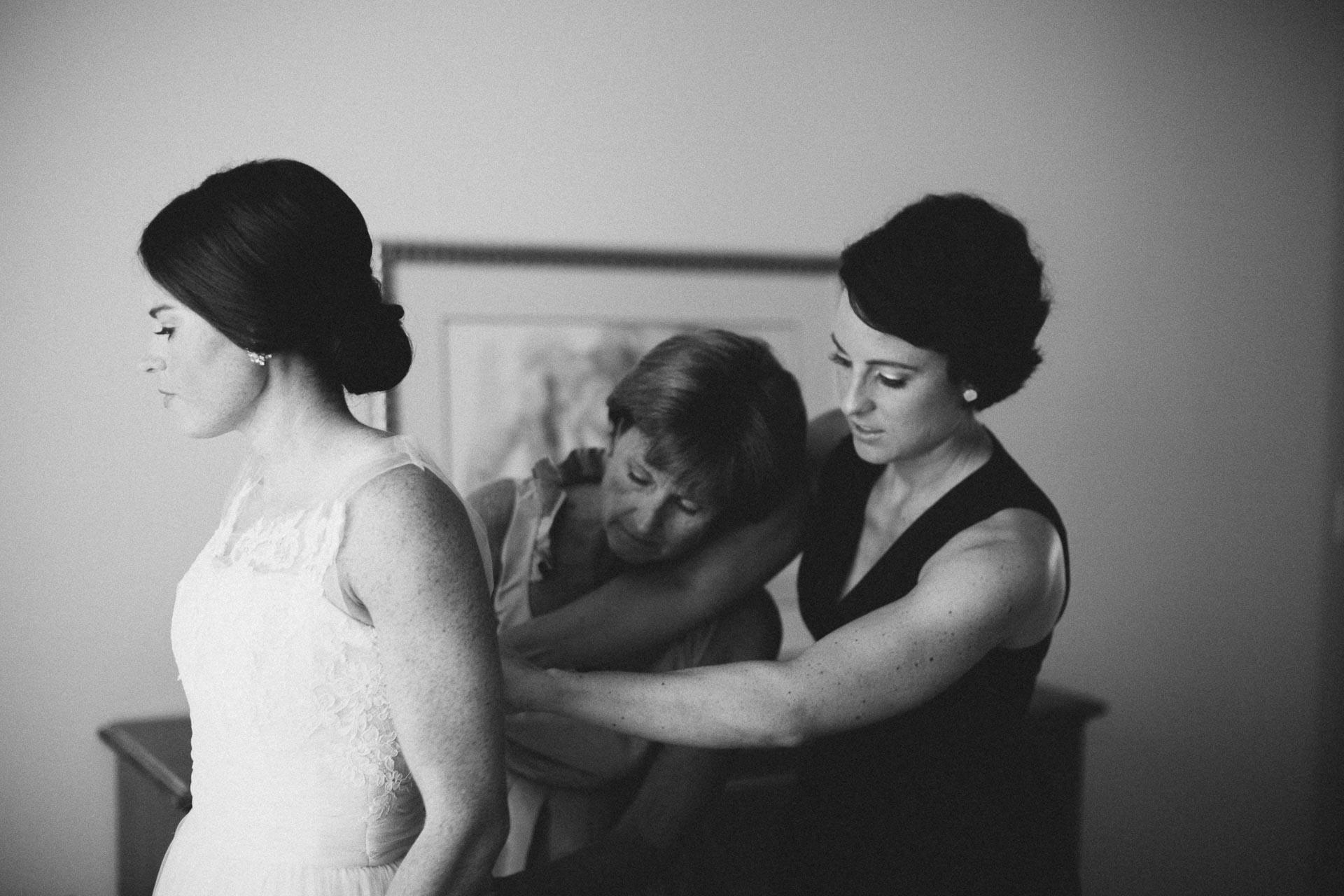 Emily-Eddie-Cincinnati-Rennaissance-Hotel-Wedding-020@2x.jpg