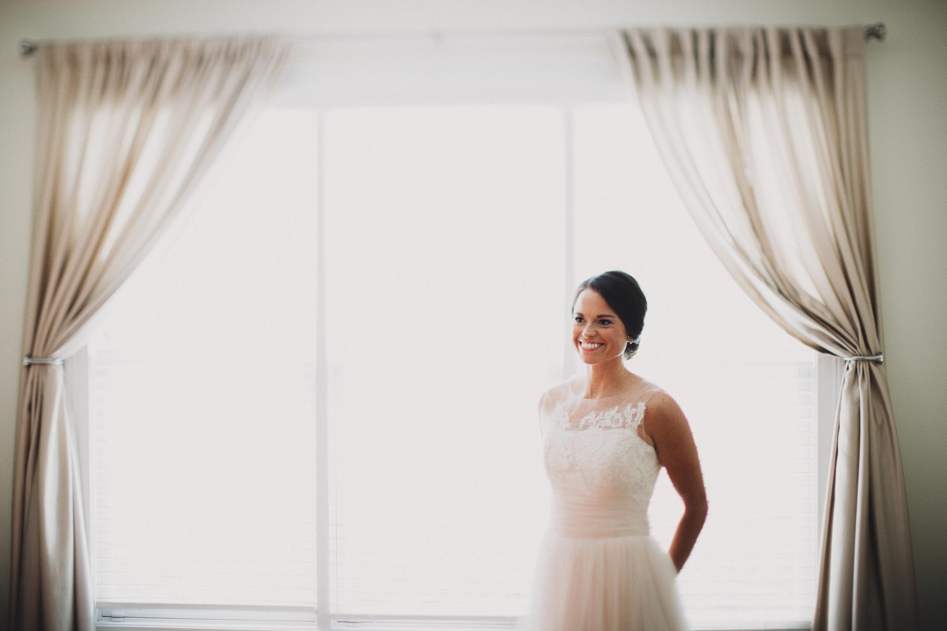 Emily-Eddie-Cincinnati-Rennaissance-Hotel-Wedding-022@2x.jpg