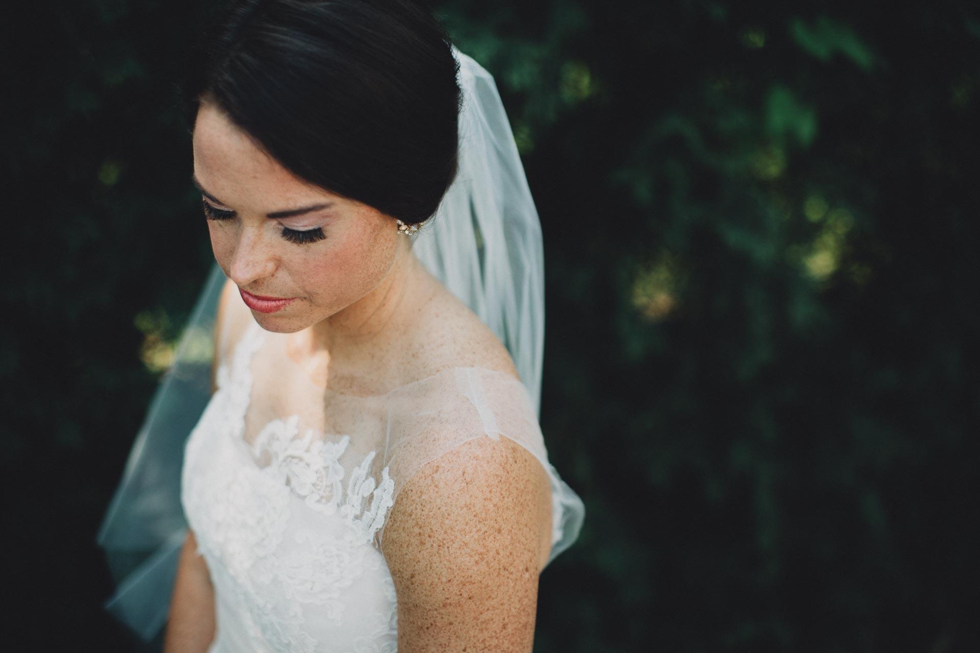 Emily-Eddie-Cincinnati-Rennaissance-Hotel-Wedding-026@2x.jpg