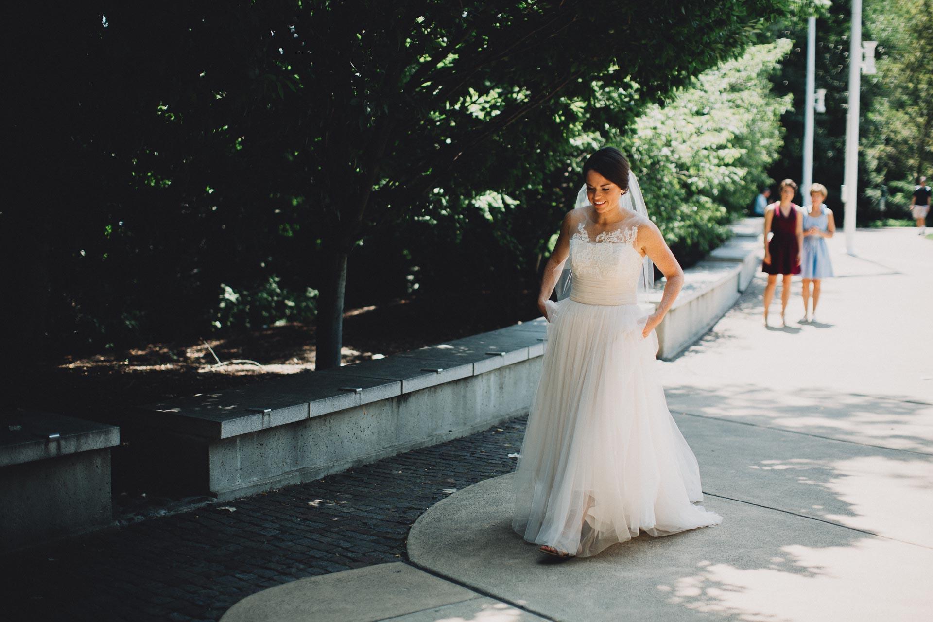 Emily-Eddie-Cincinnati-Rennaissance-Hotel-Wedding-027@2x.jpg