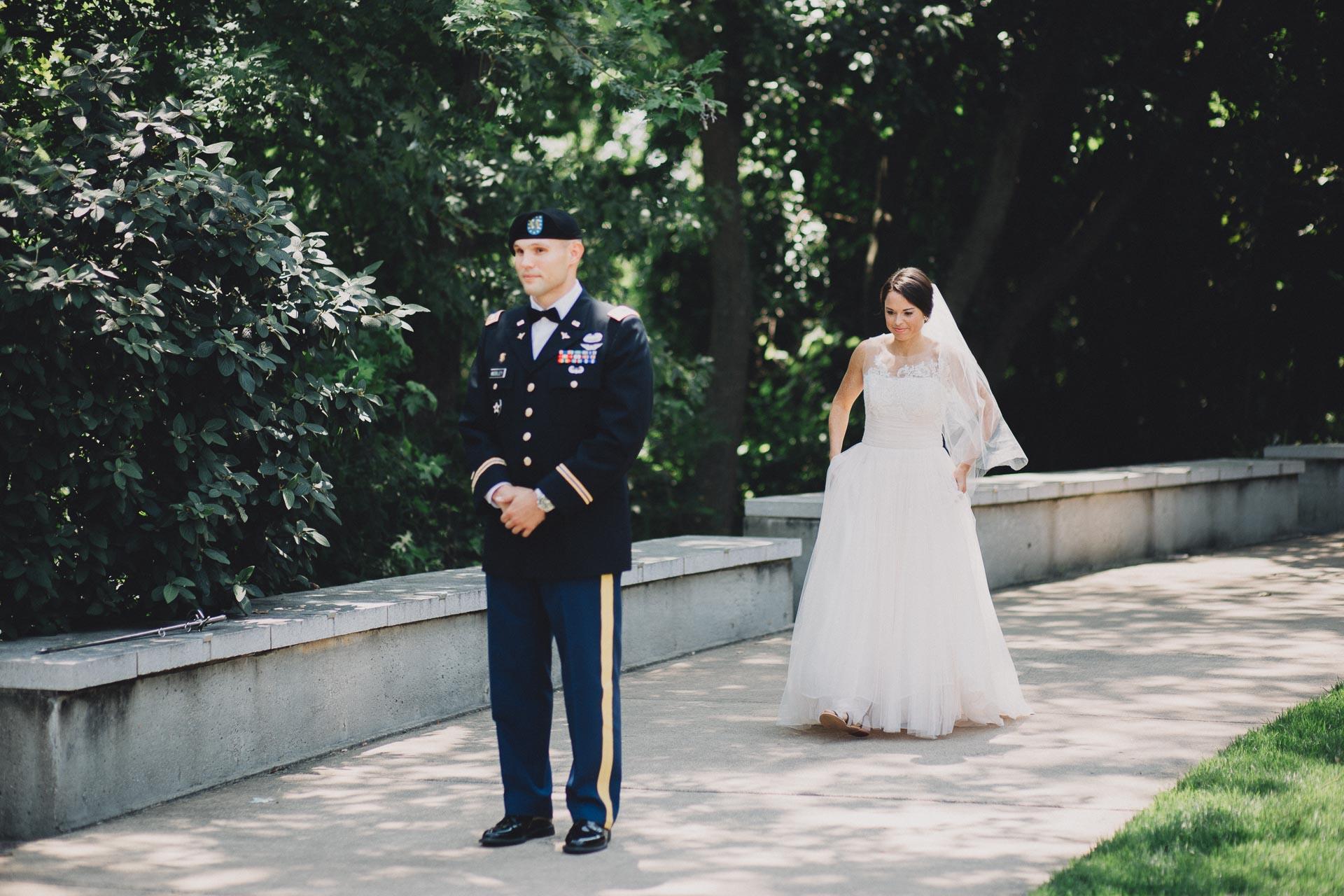 Emily-Eddie-Cincinnati-Rennaissance-Hotel-Wedding-028@2x.jpg