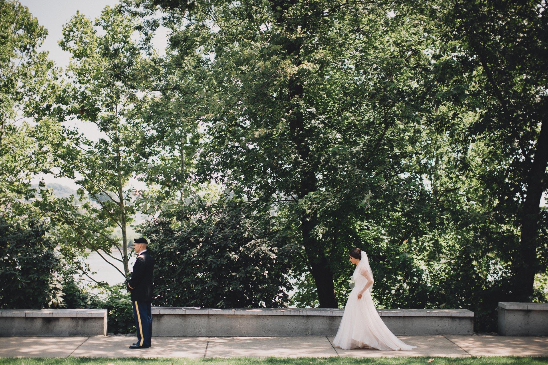 Emily-Eddie-Cincinnati-Rennaissance-Hotel-Wedding-029@2x.jpg