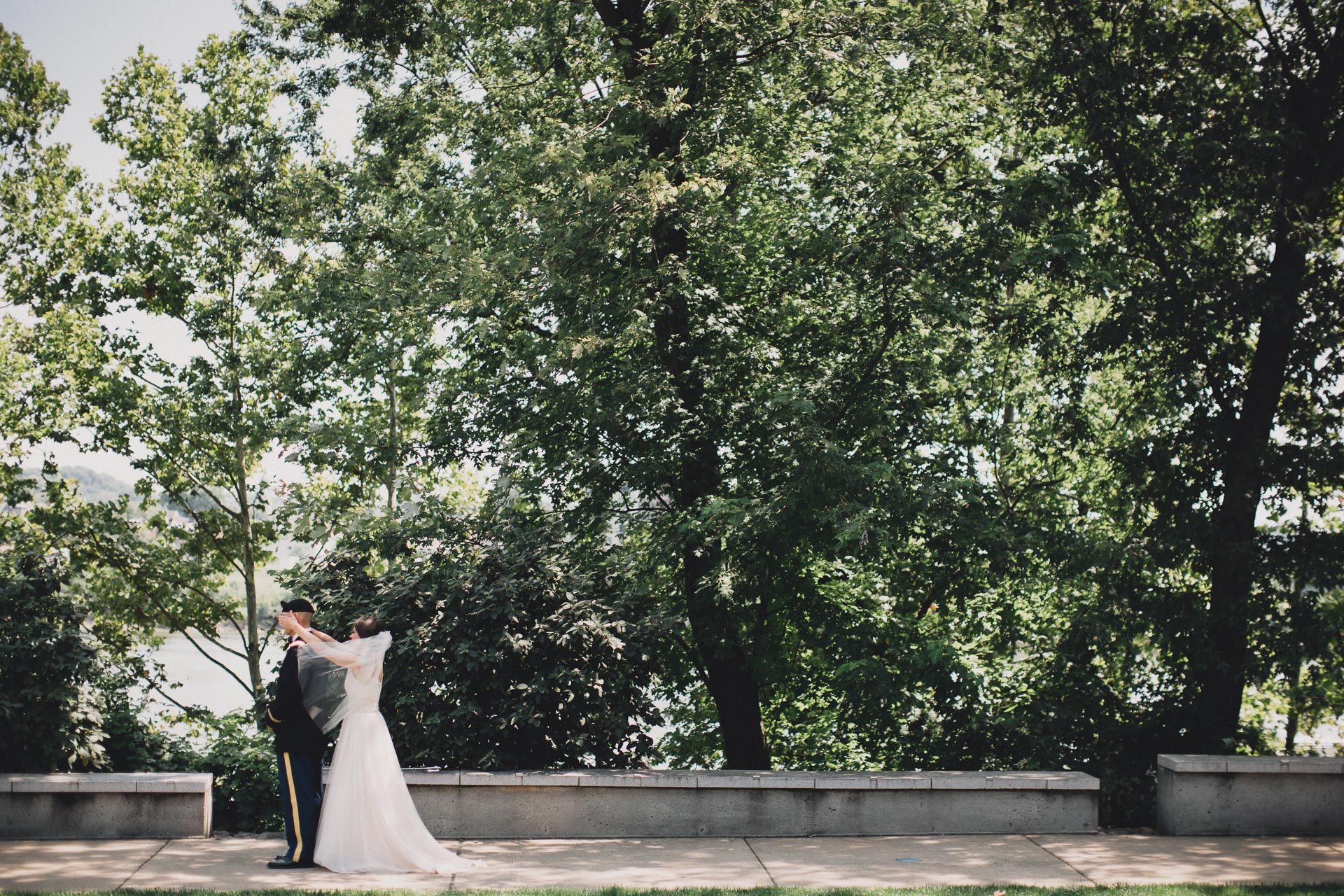 Emily-Eddie-Cincinnati-Rennaissance-Hotel-Wedding-030@2x.jpg