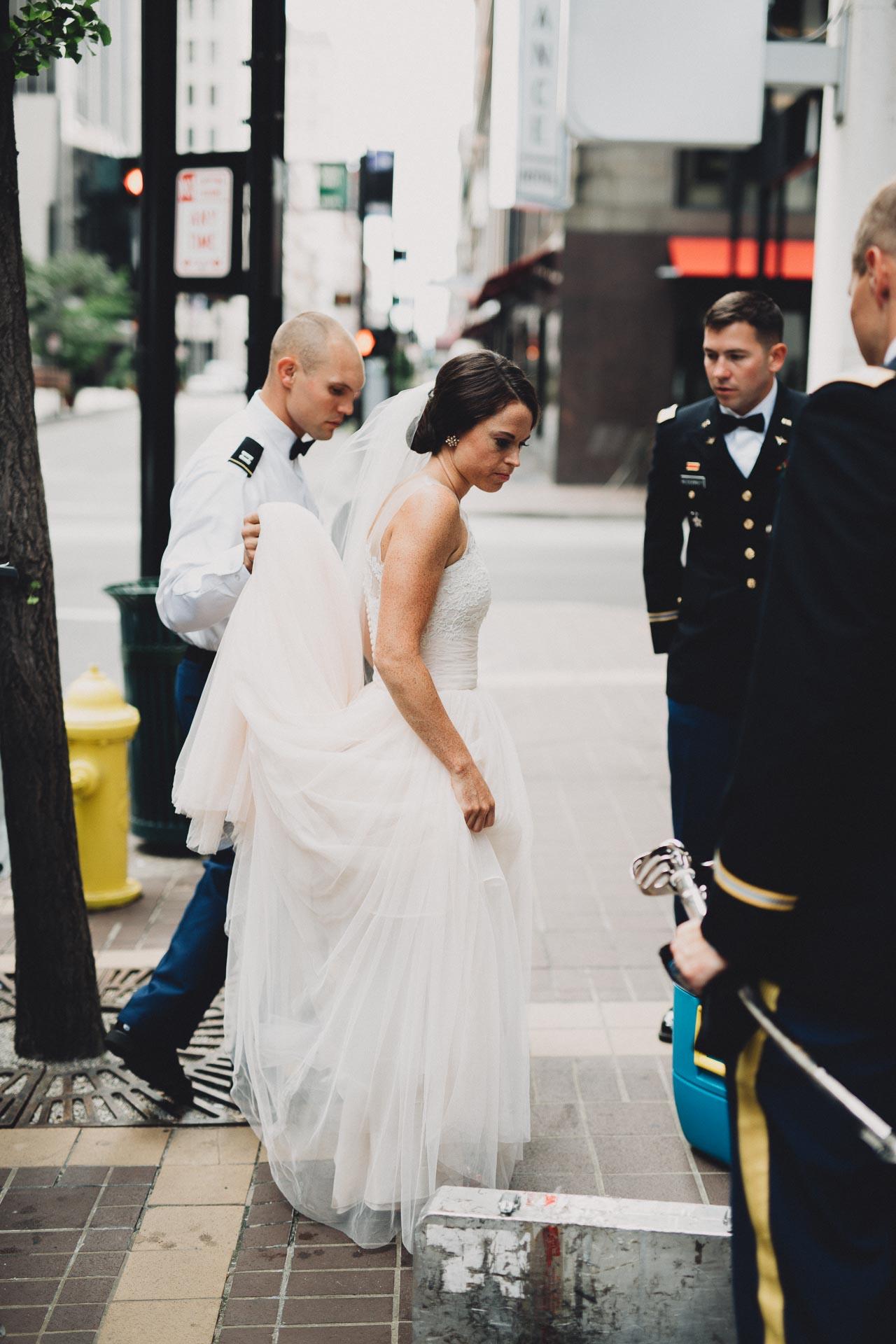 Emily-Eddie-Cincinnati-Rennaissance-Hotel-Wedding-066@2x.jpg