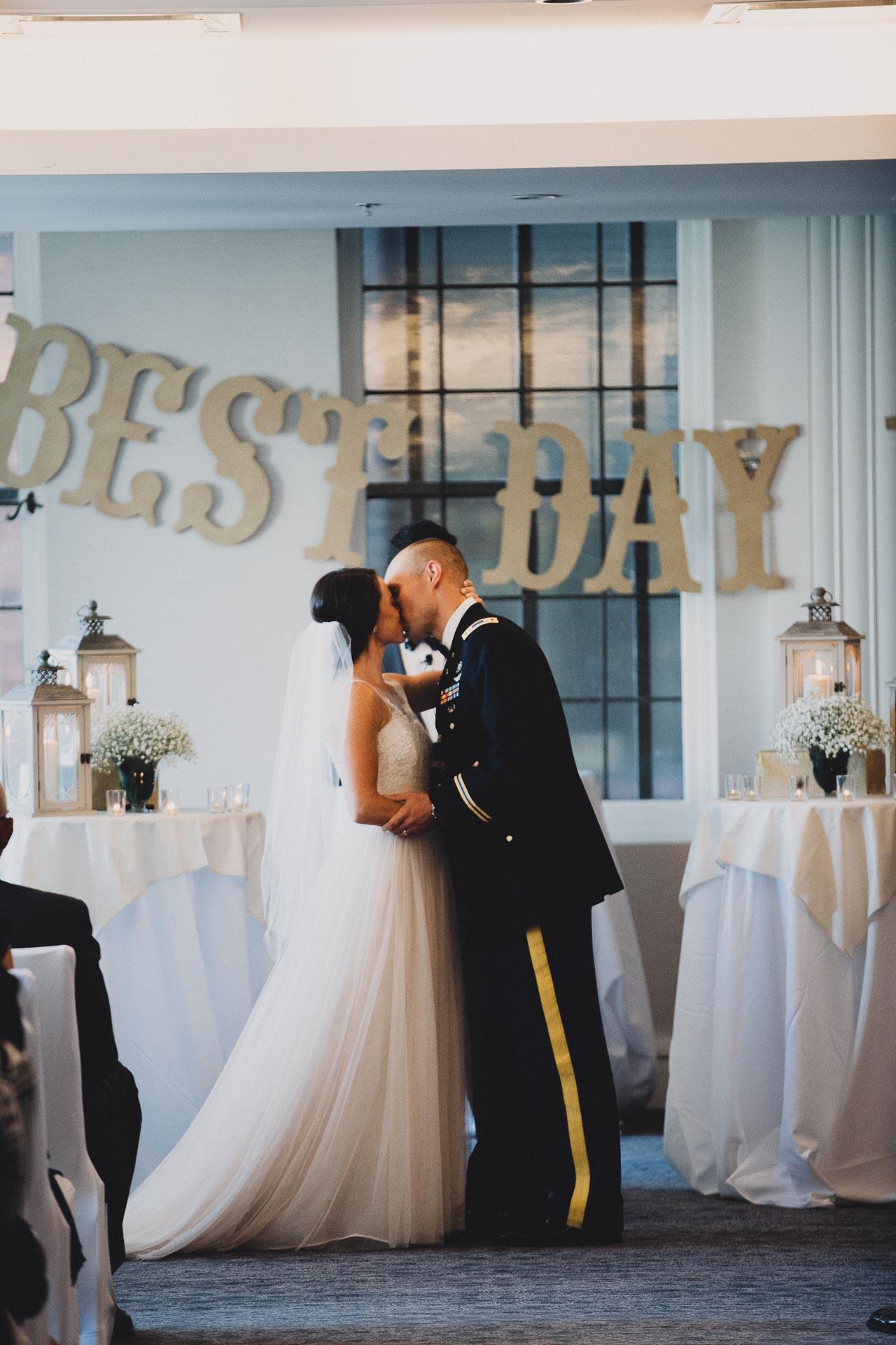 Emily-Eddie-Cincinnati-Rennaissance-Hotel-Wedding-090@2x.jpg