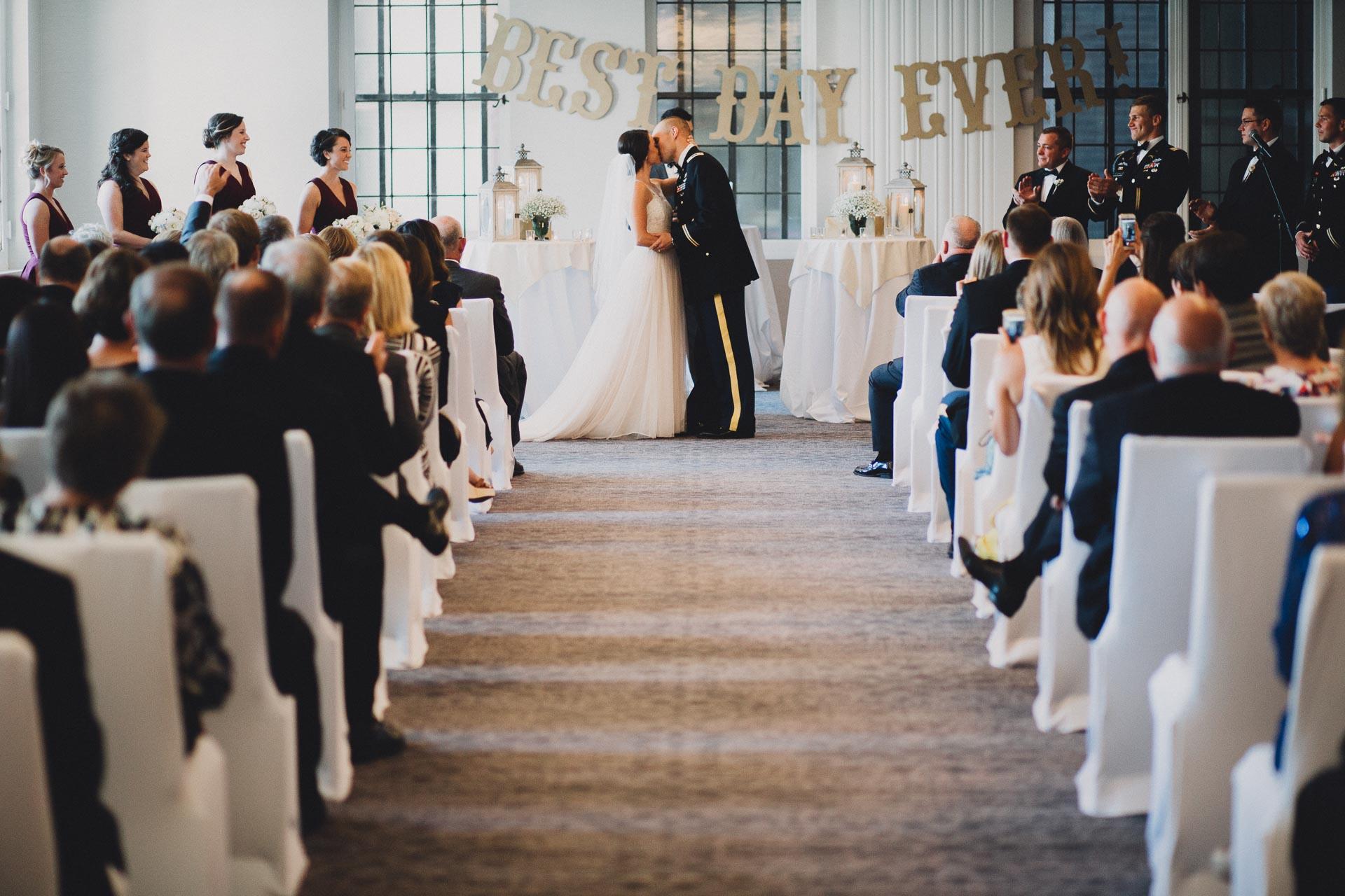 Emily-Eddie-Cincinnati-Rennaissance-Hotel-Wedding-094@2x.jpg