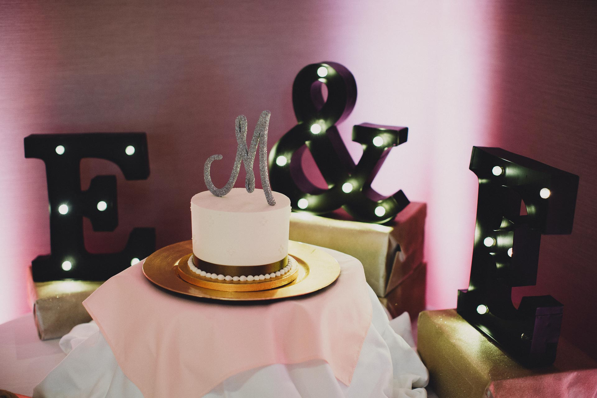Emily-Eddie-Cincinnati-Rennaissance-Hotel-Wedding-104@2x.jpg