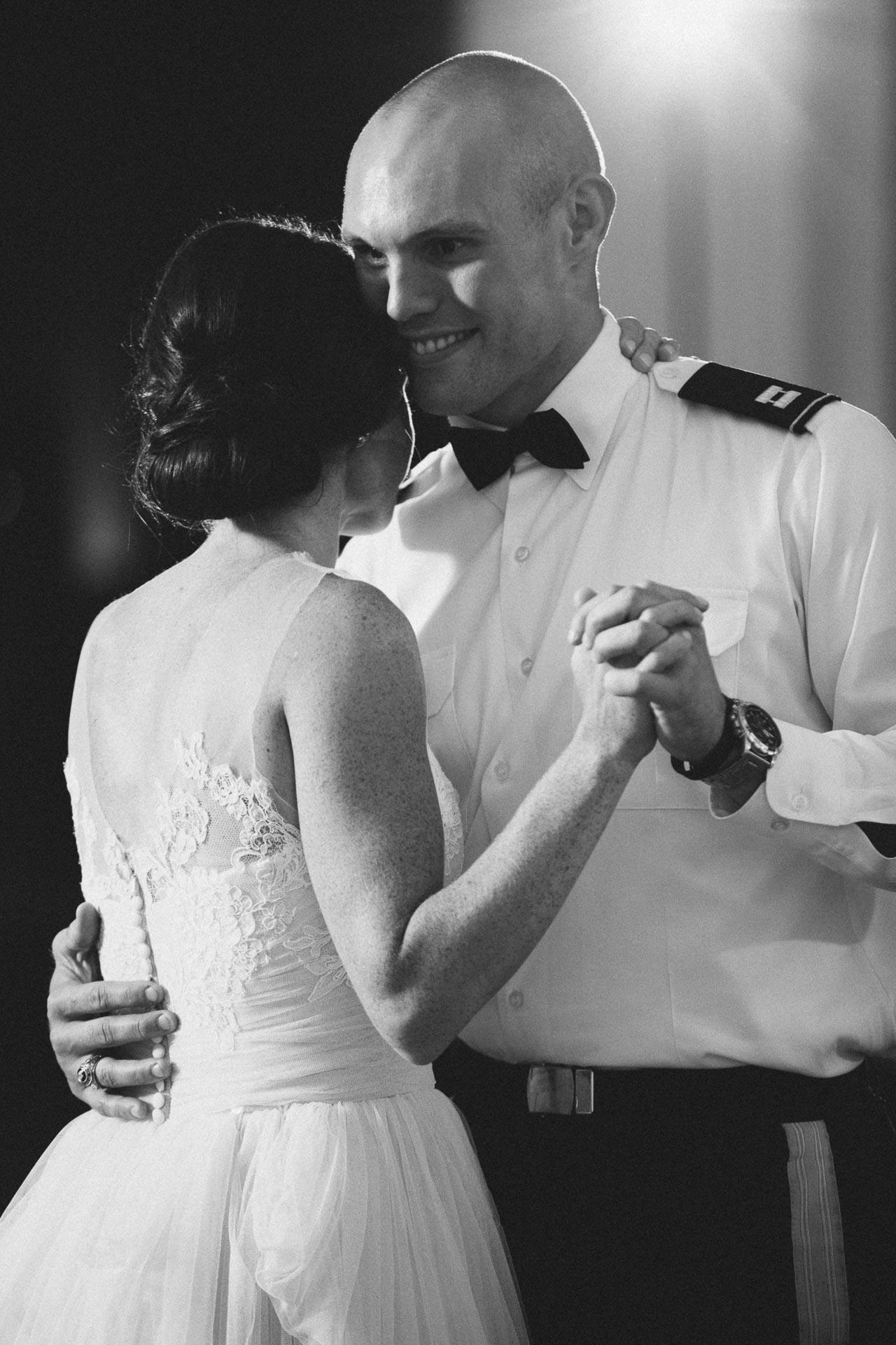Emily-Eddie-Cincinnati-Rennaissance-Hotel-Wedding-124@2x.jpg