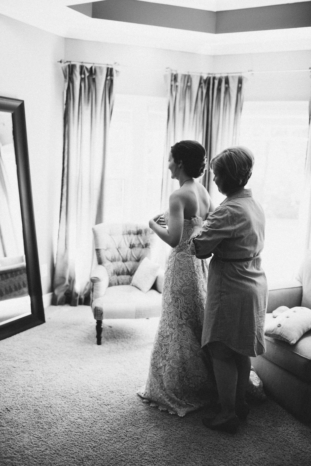 Julia-Michael-Cincinnati-Music-Hall-Wedding-021@2x.jpg