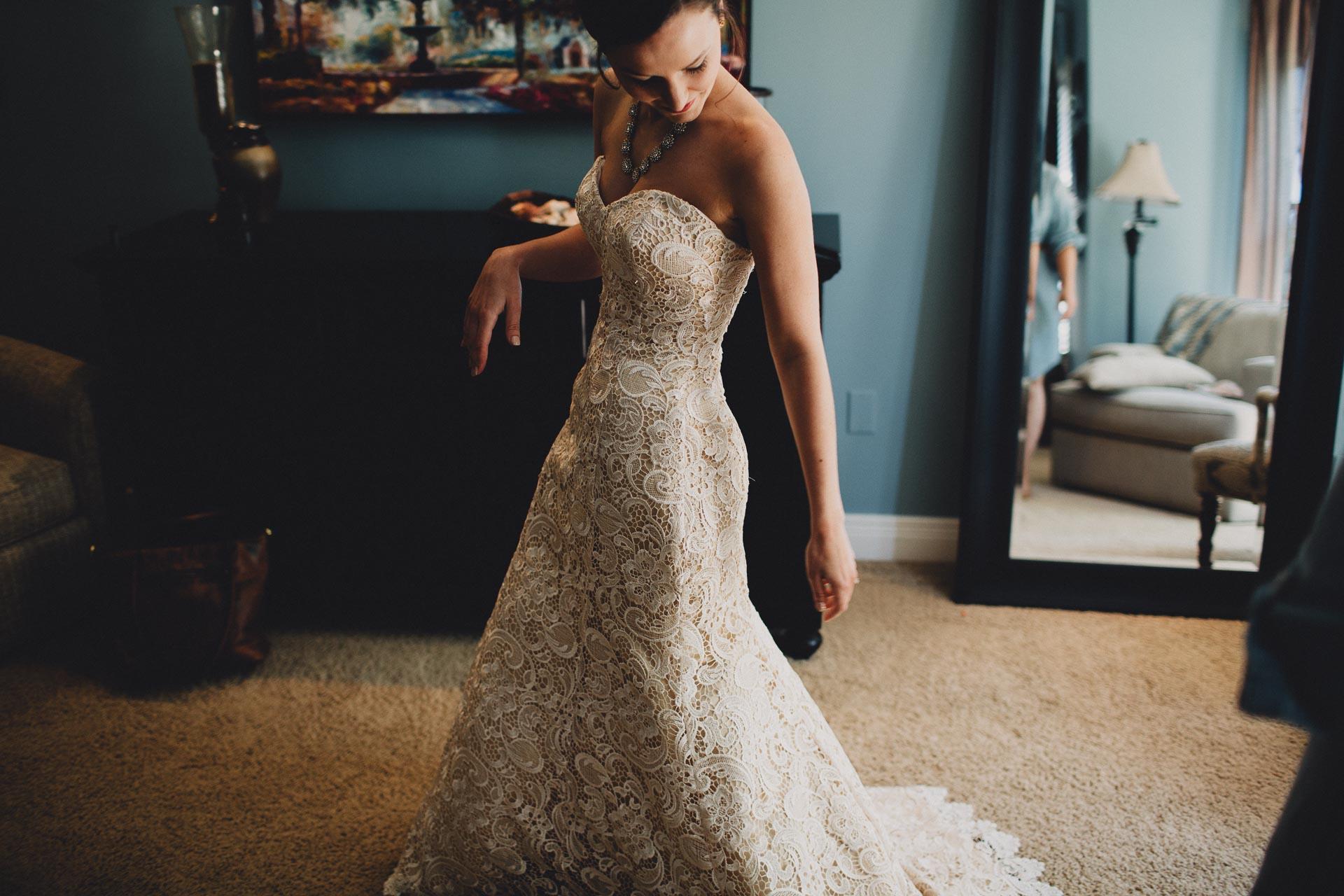 Julia-Michael-Cincinnati-Music-Hall-Wedding-023@2x.jpg