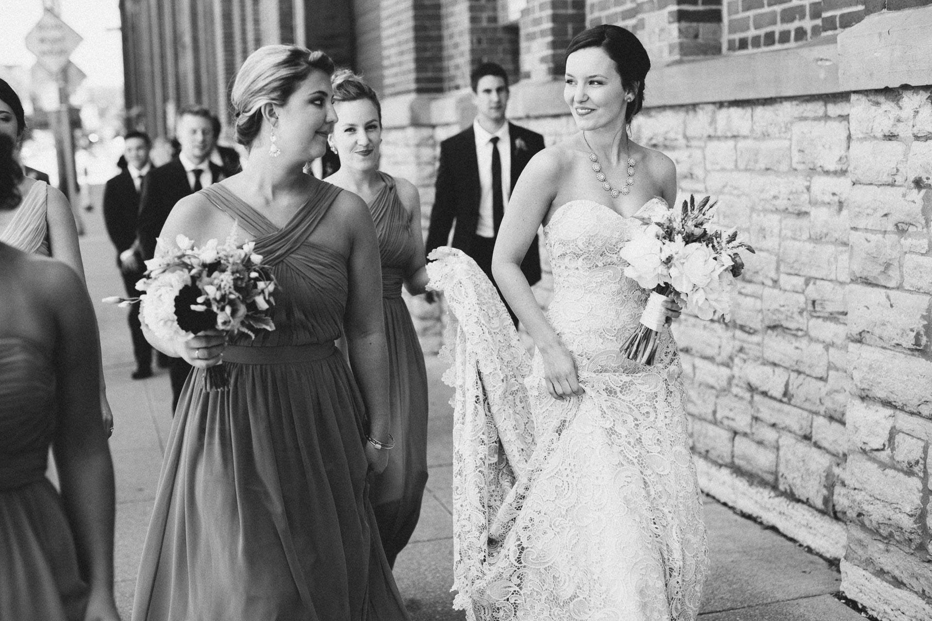 Julia-Michael-Cincinnati-Music-Hall-Wedding-055@2x.jpg