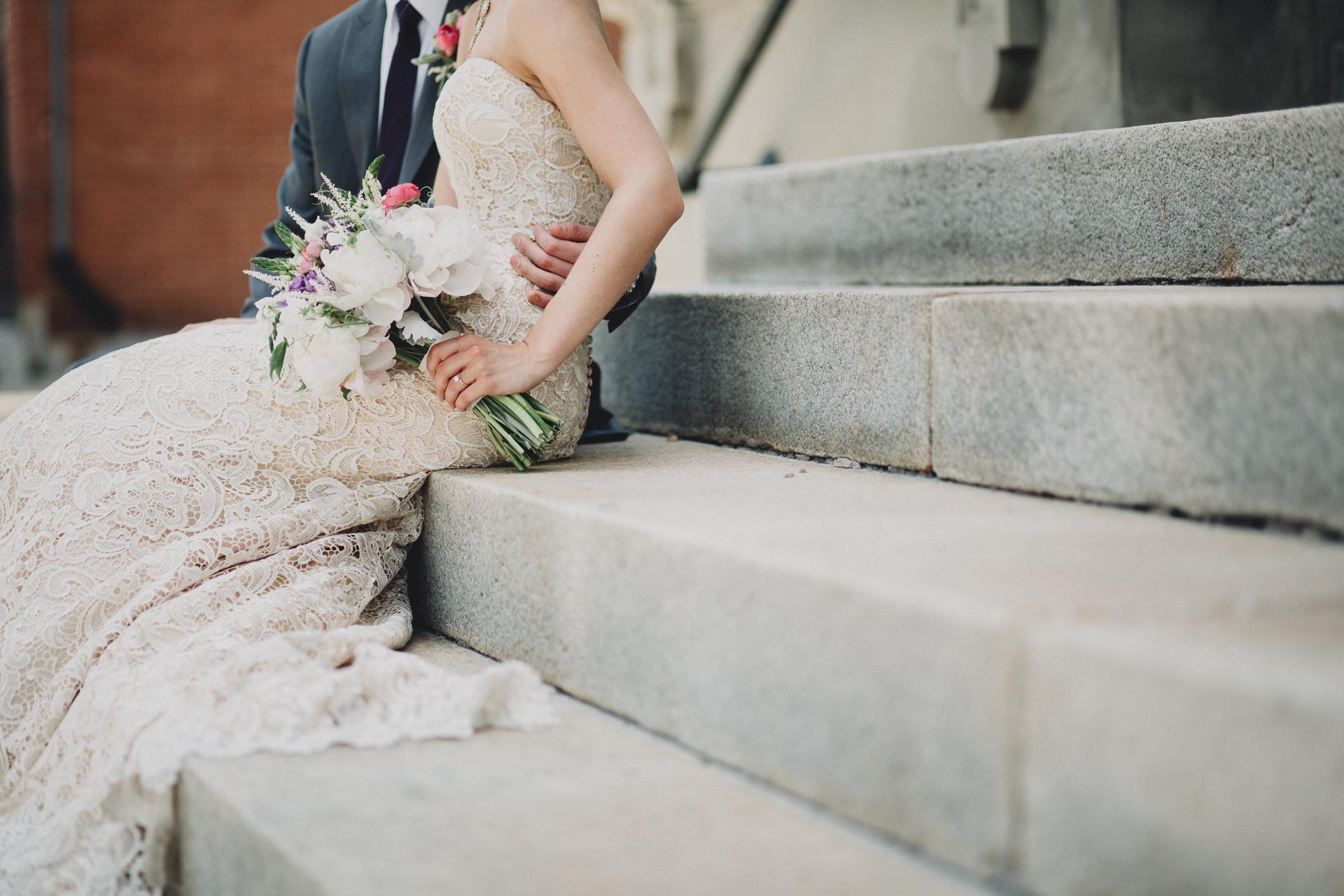 Julia-Michael-Cincinnati-Music-Hall-Wedding-067@2x.jpg