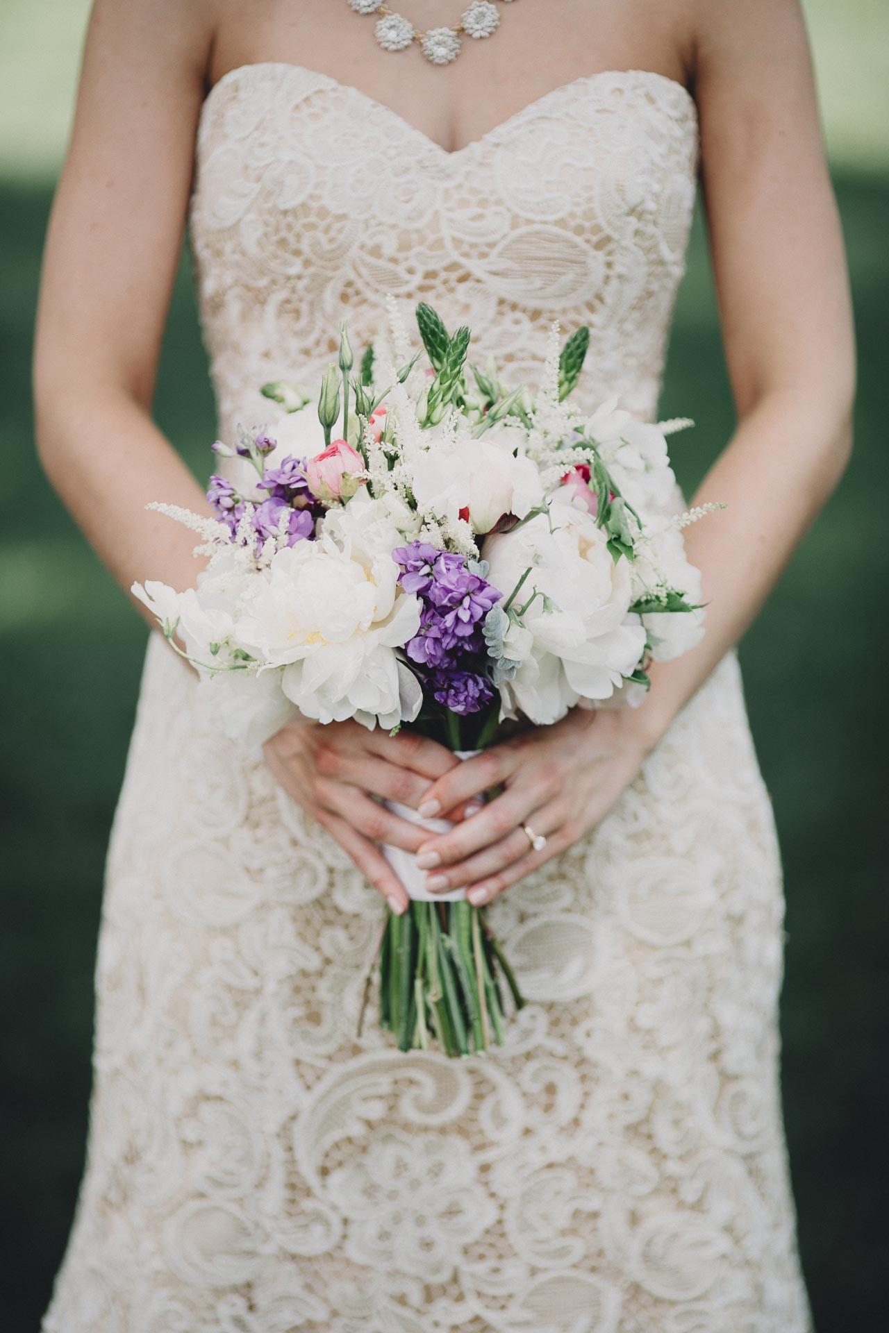 Julia-Michael-Cincinnati-Music-Hall-Wedding-072@2x.jpg