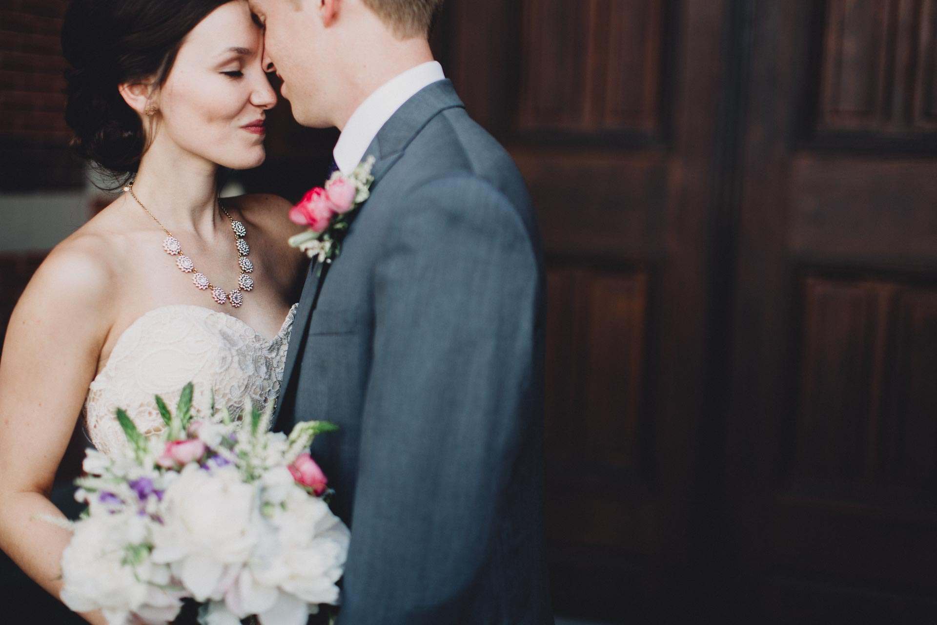 Julia-Michael-Cincinnati-Music-Hall-Wedding-075@2x.jpg