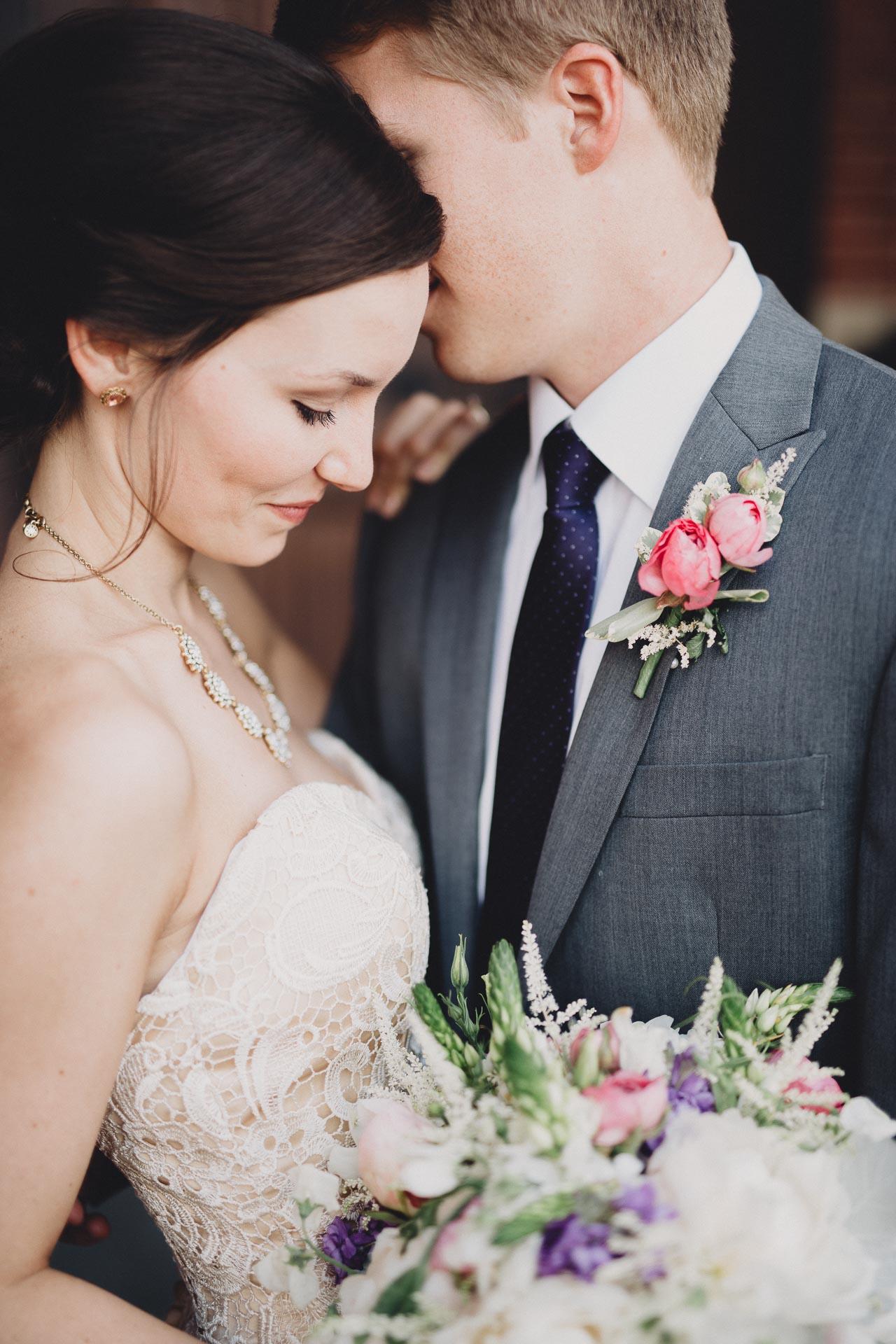 Julia-Michael-Cincinnati-Music-Hall-Wedding-076@2x.jpg