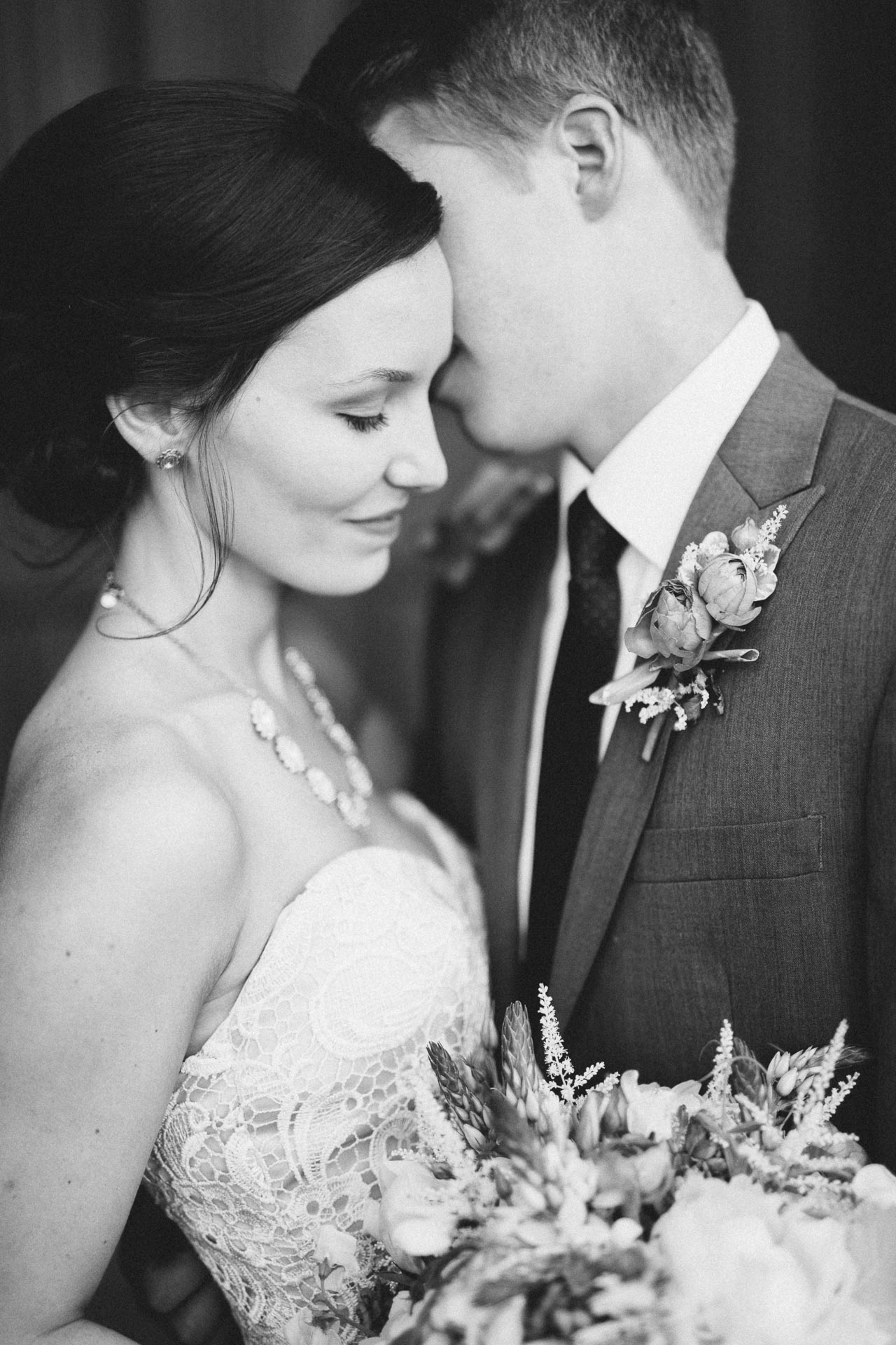 Julia-Michael-Cincinnati-Music-Hall-Wedding-077@2x.jpg