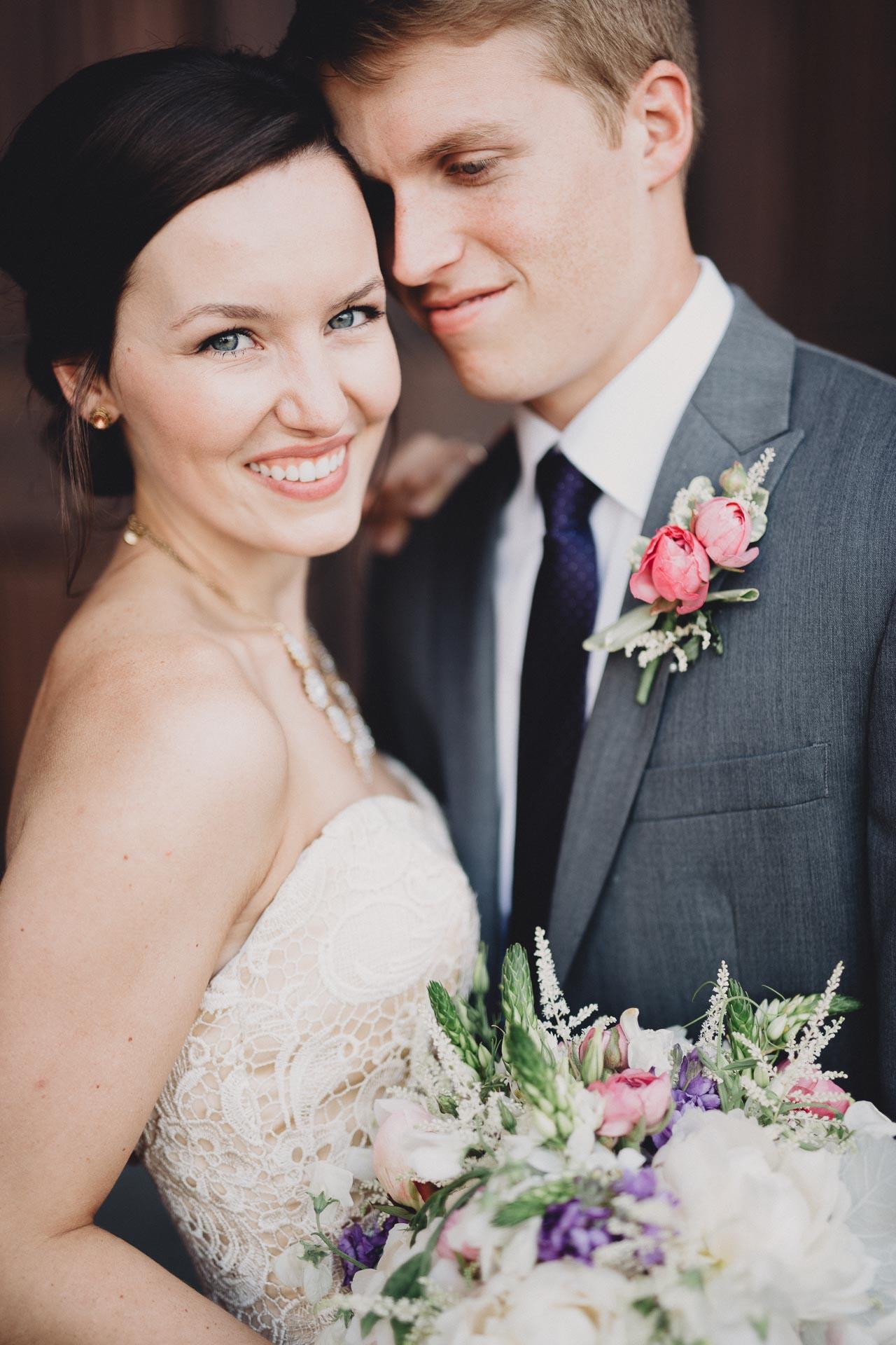 Julia-Michael-Cincinnati-Music-Hall-Wedding-079@2x.jpg
