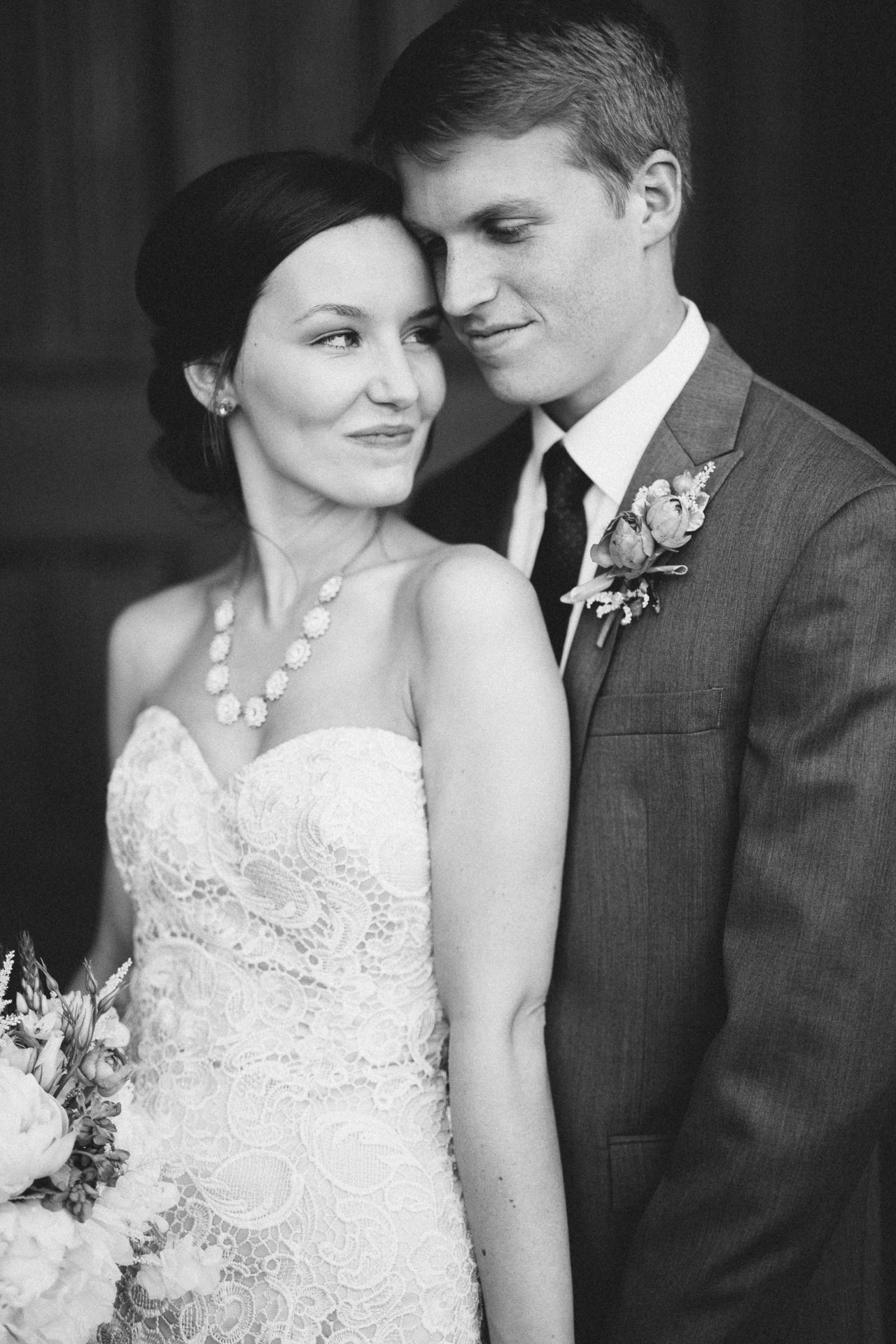 Julia-Michael-Cincinnati-Music-Hall-Wedding-080@2x.jpg