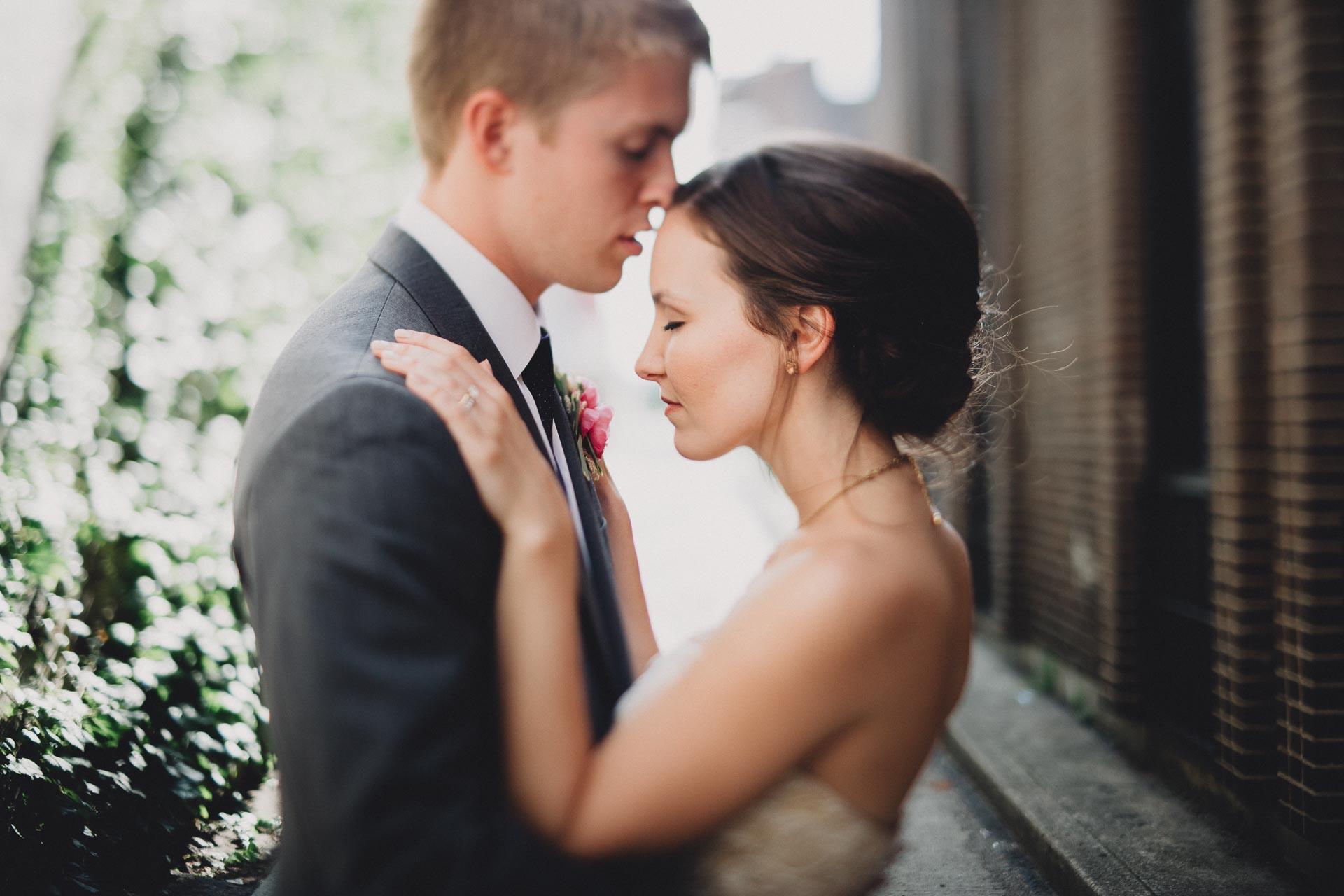 Julia-Michael-Cincinnati-Music-Hall-Wedding-113@2x.jpg