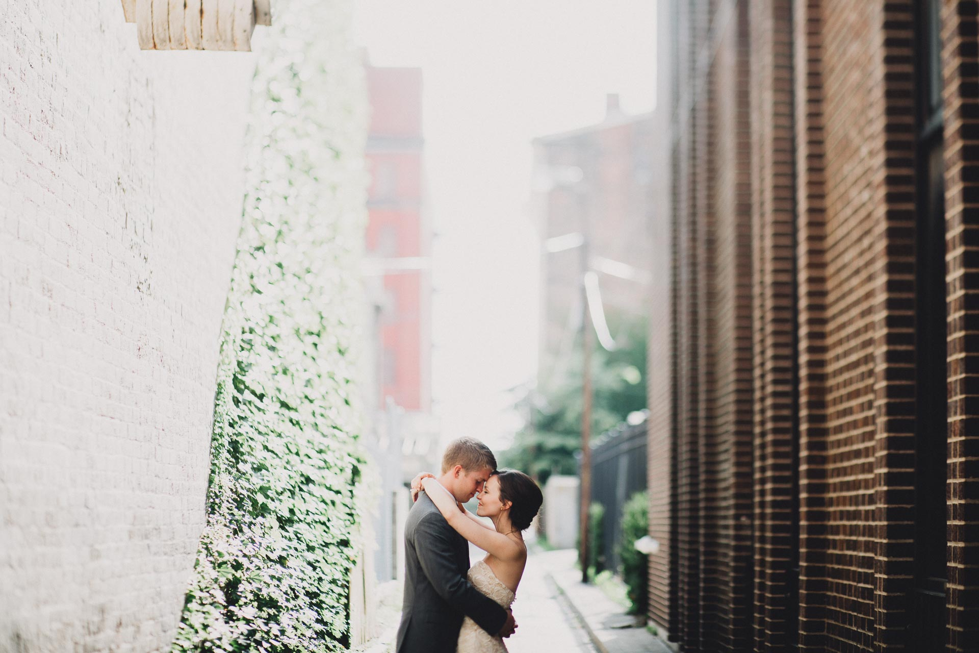 Julia-Michael-Cincinnati-Music-Hall-Wedding-114@2x.jpg