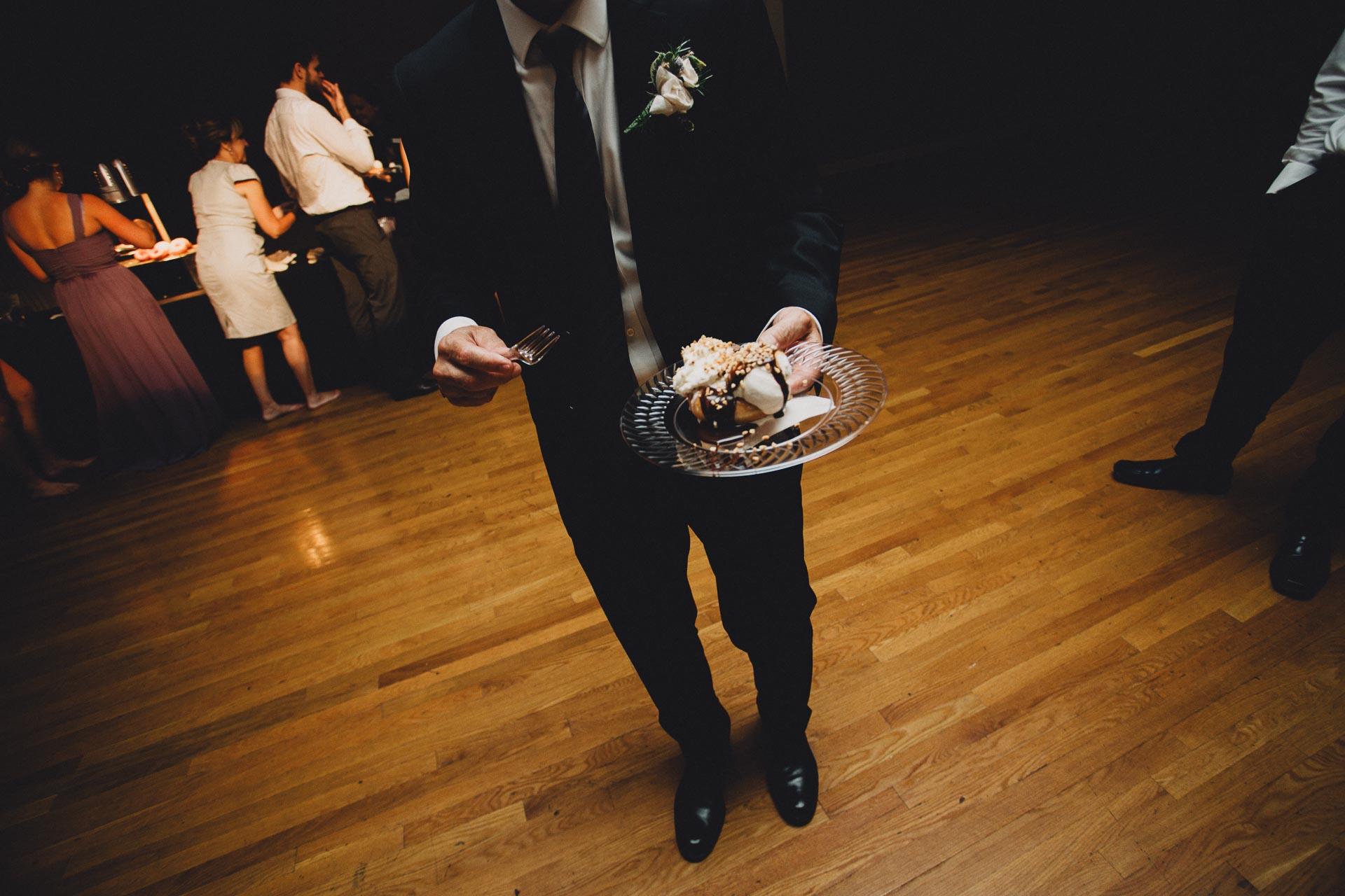 Julia-Michael-Cincinnati-Music-Hall-Wedding-142@2x.jpg