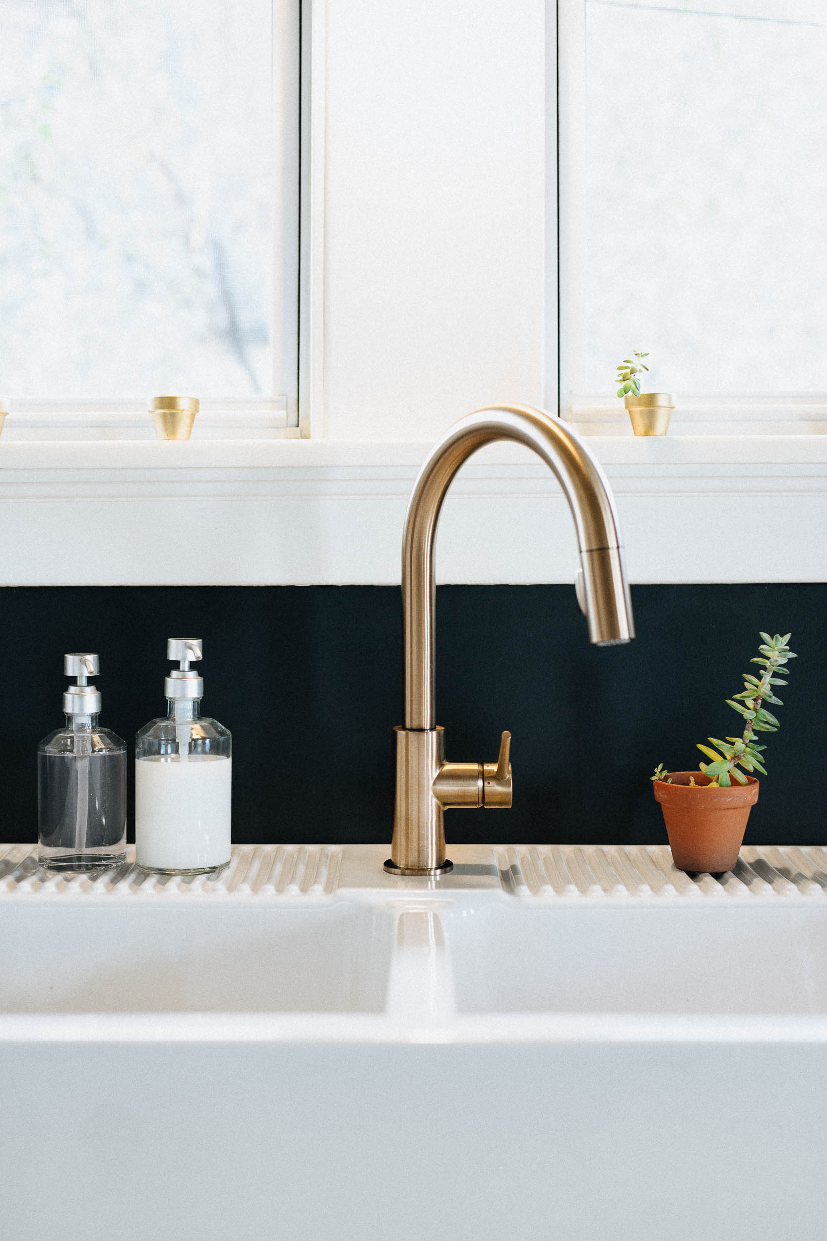 Farmhouse Sink with Gold Faucet