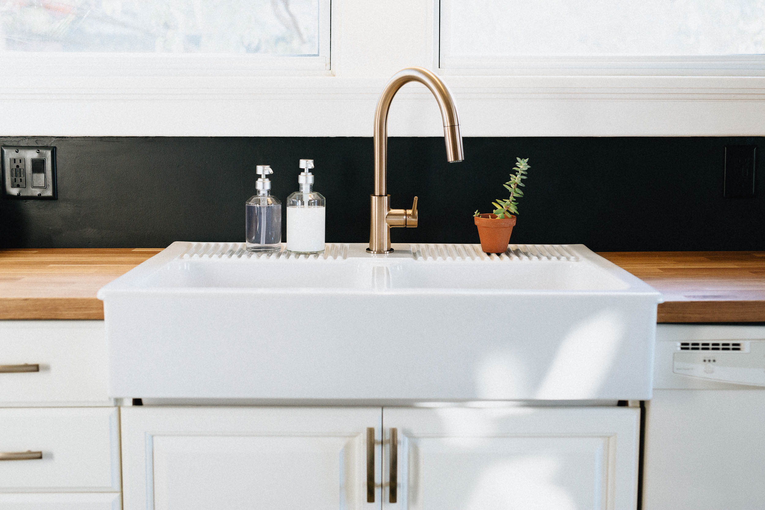 Modern Black and White Kitchen - Farmhouse Sink with Gold Faucet