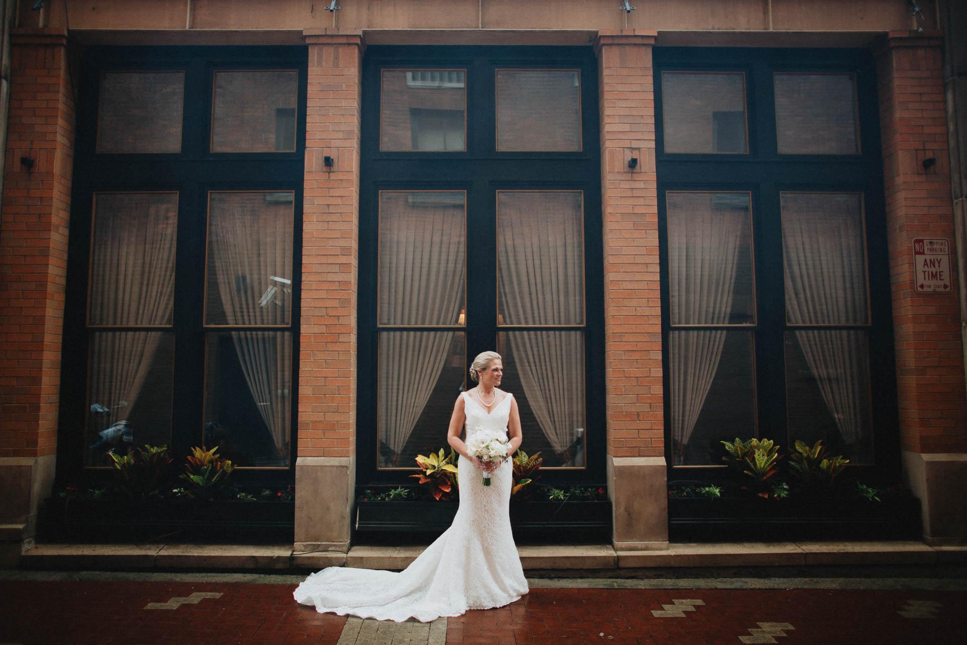 Cincinnati-Contemporary-Arts-Center-Wedding-036.jpg