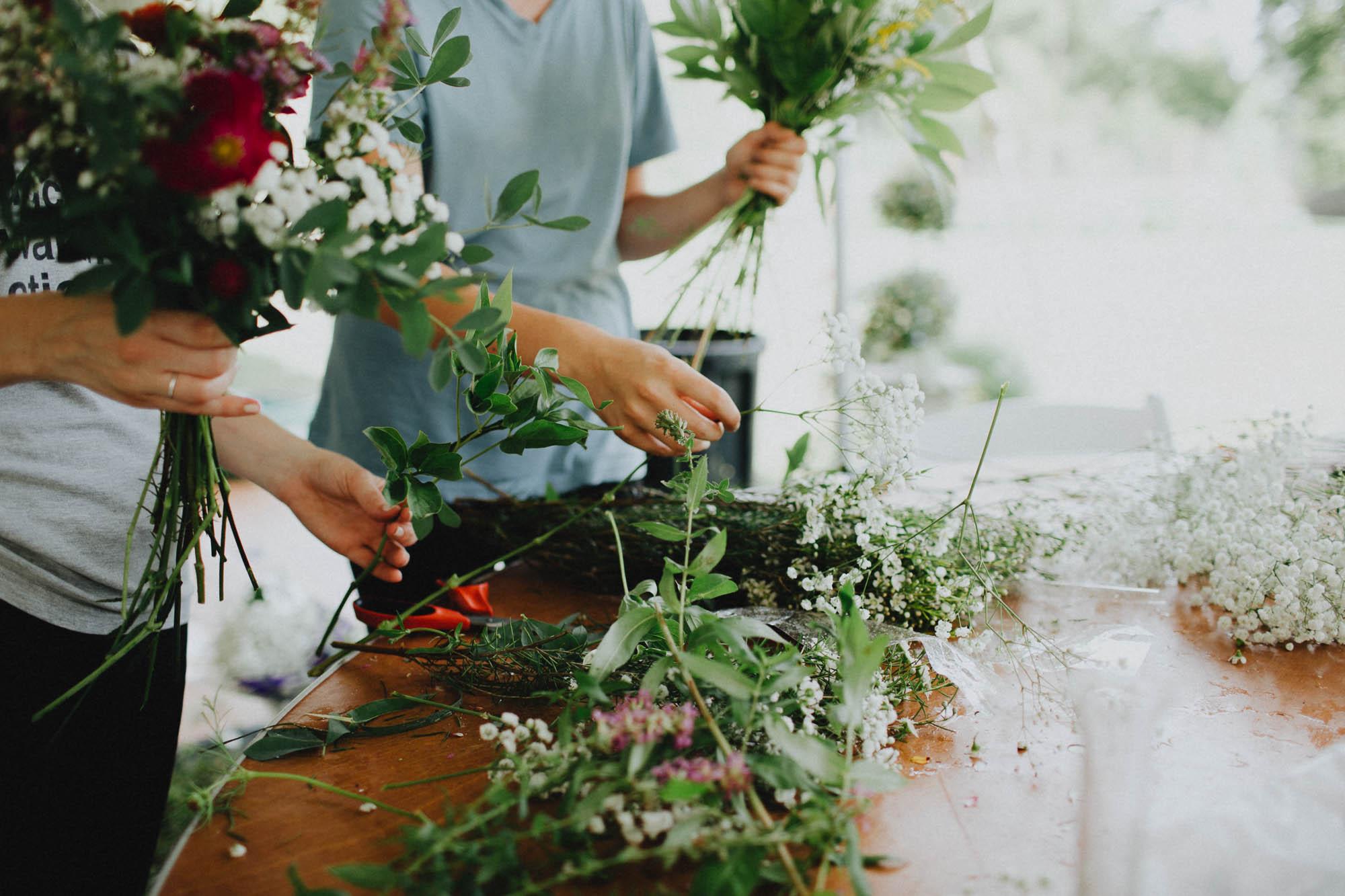 Leah-Graham-Michigan-Outdoor-DIY-Wedding-010@2x.jpg