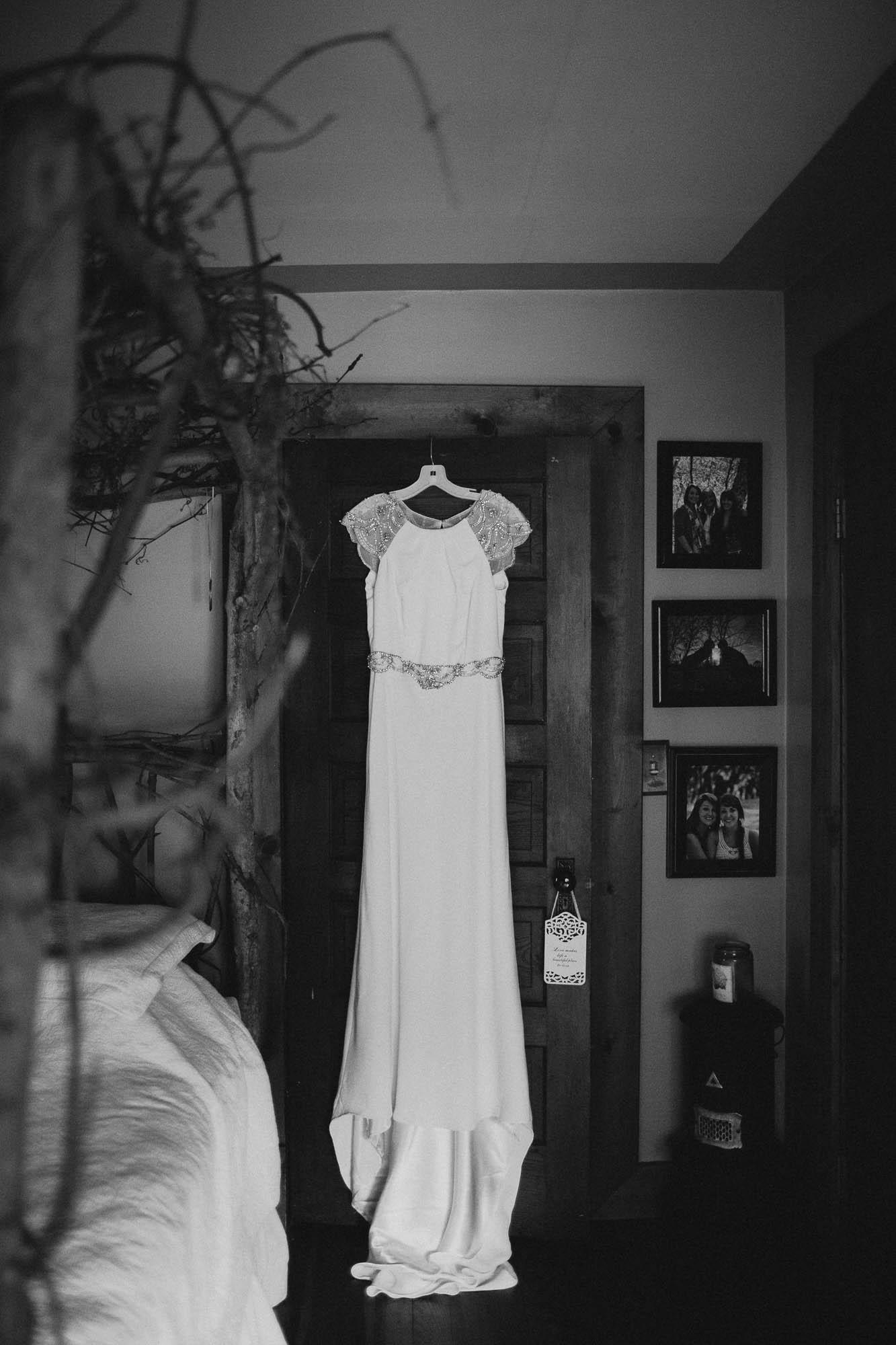 Leah-Graham-Michigan-Outdoor-DIY-Wedding-029@2x.jpg