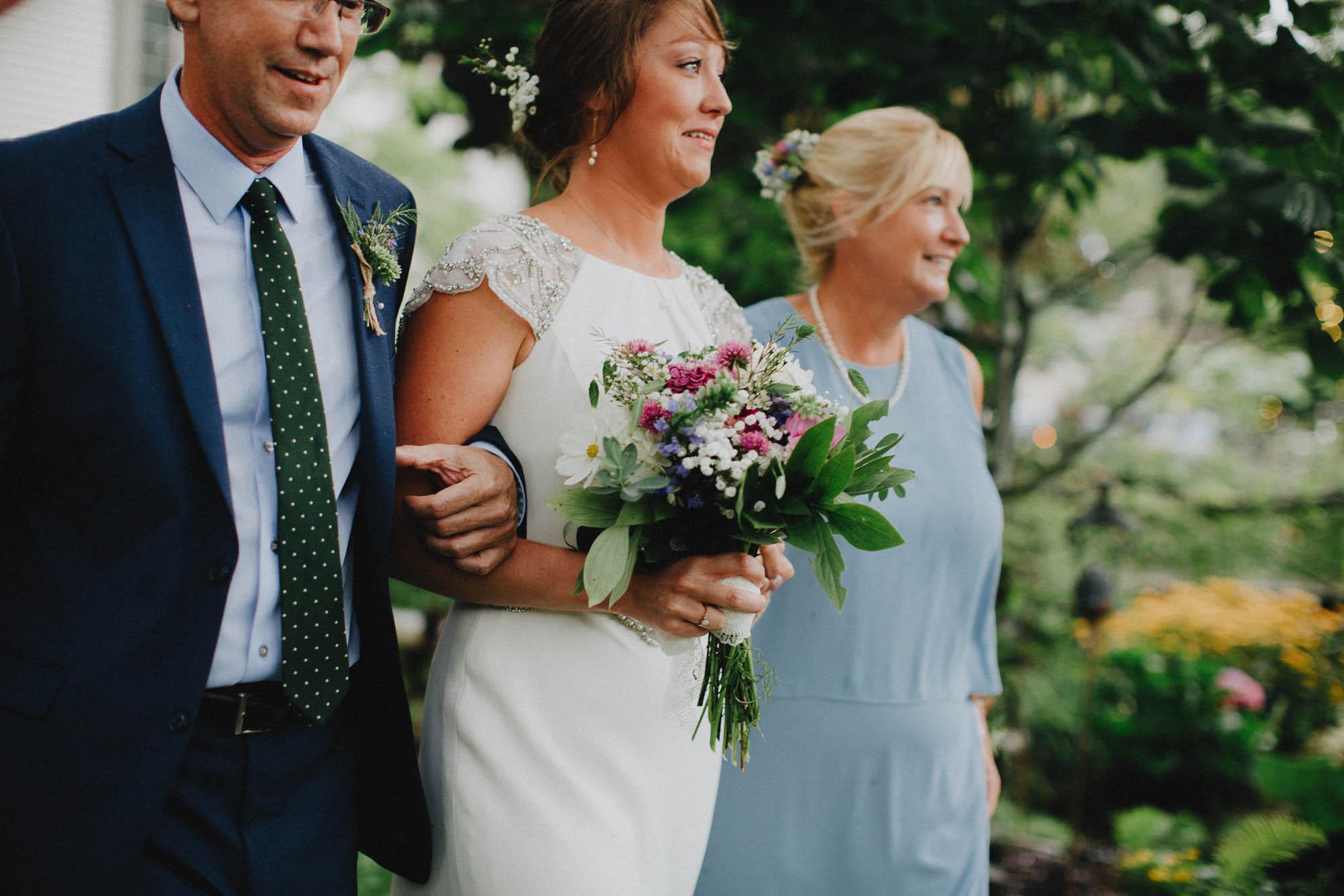 Leah-Graham-Michigan-Outdoor-DIY-Wedding-044@2x.jpg