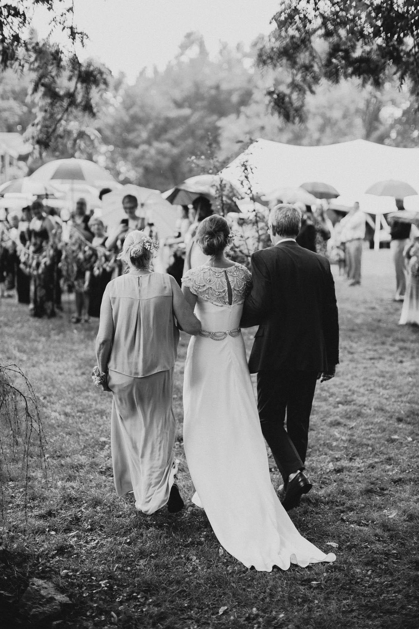 Leah-Graham-Michigan-Outdoor-DIY-Wedding-046@2x.jpg