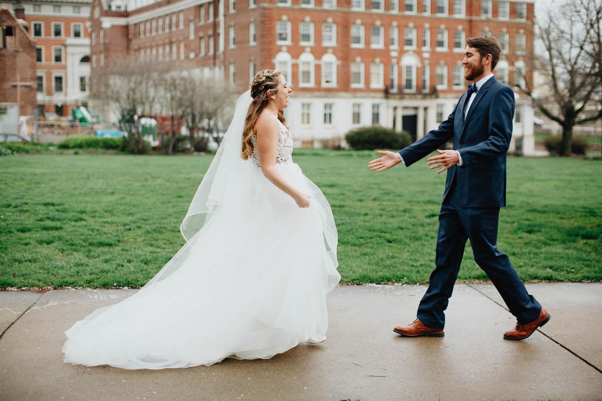 Sara-Tyler-Cincinnati-Wedding-Rhinegeist-Brewery-029.jpg