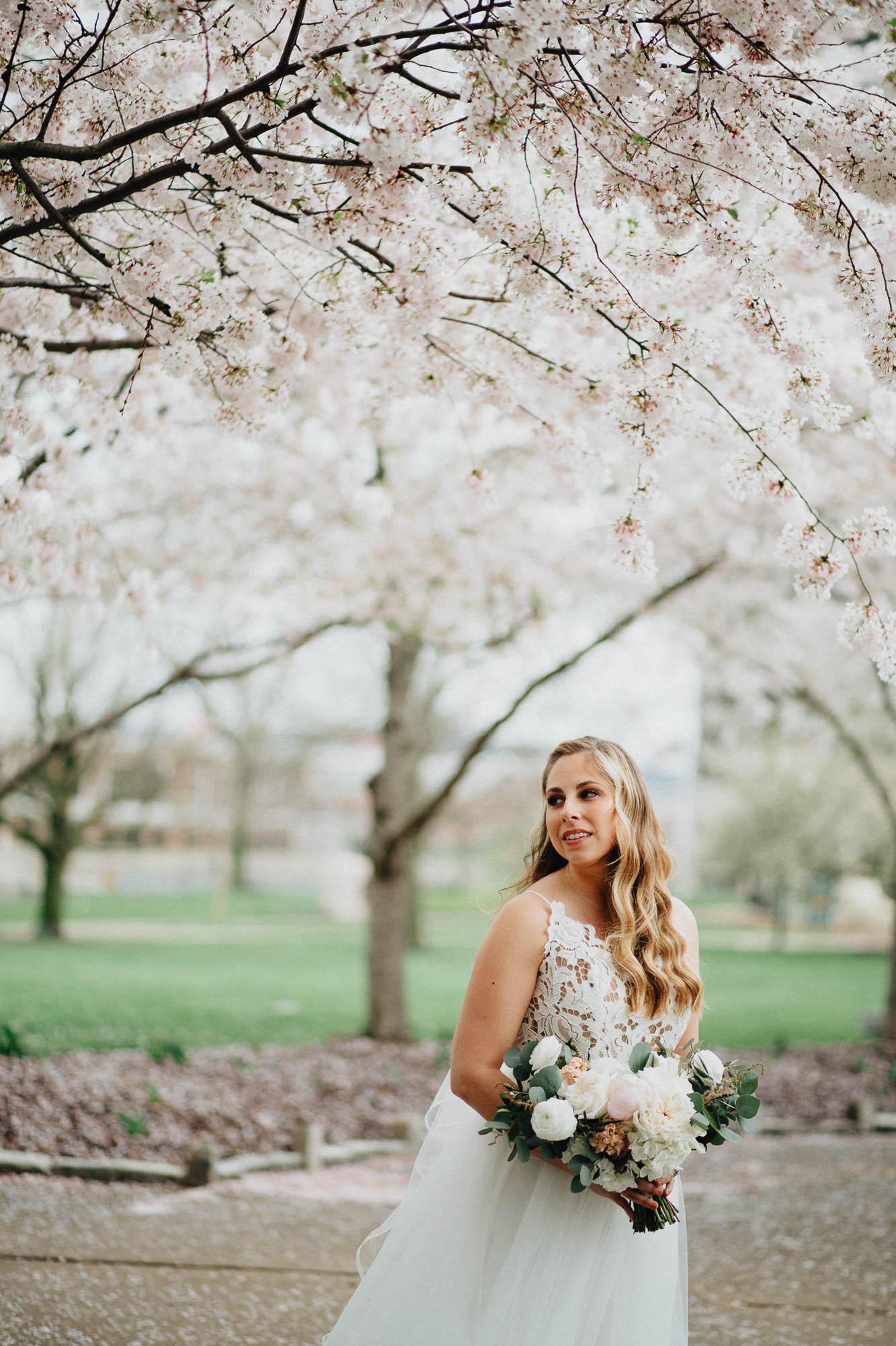Sara-Tyler-Cincinnati-Wedding-Rhinegeist-Brewery-045.jpg