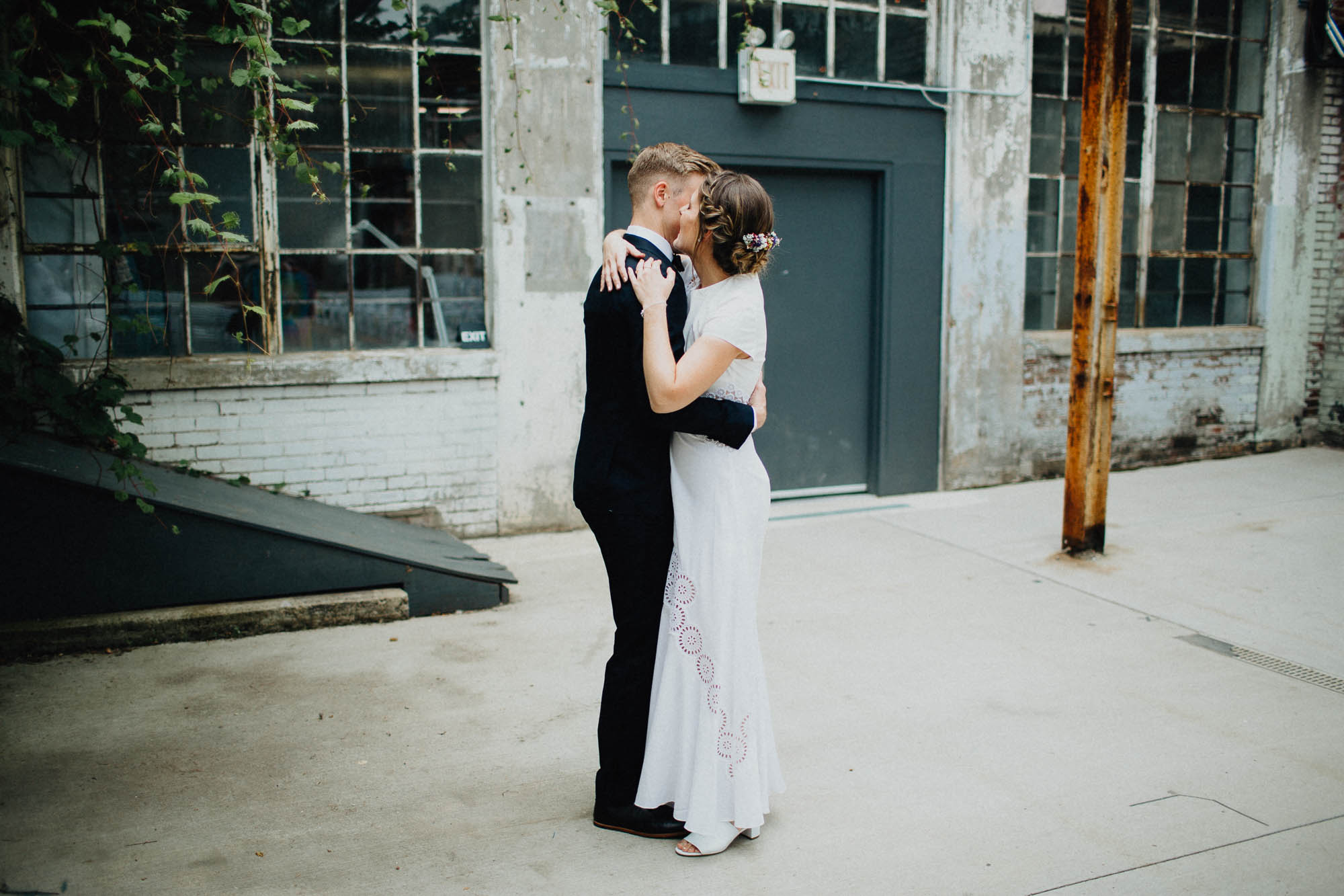 Anna-Brian-Strongwater-Columbus-Ohio-Urban-Modern-Wedding-014.jpg